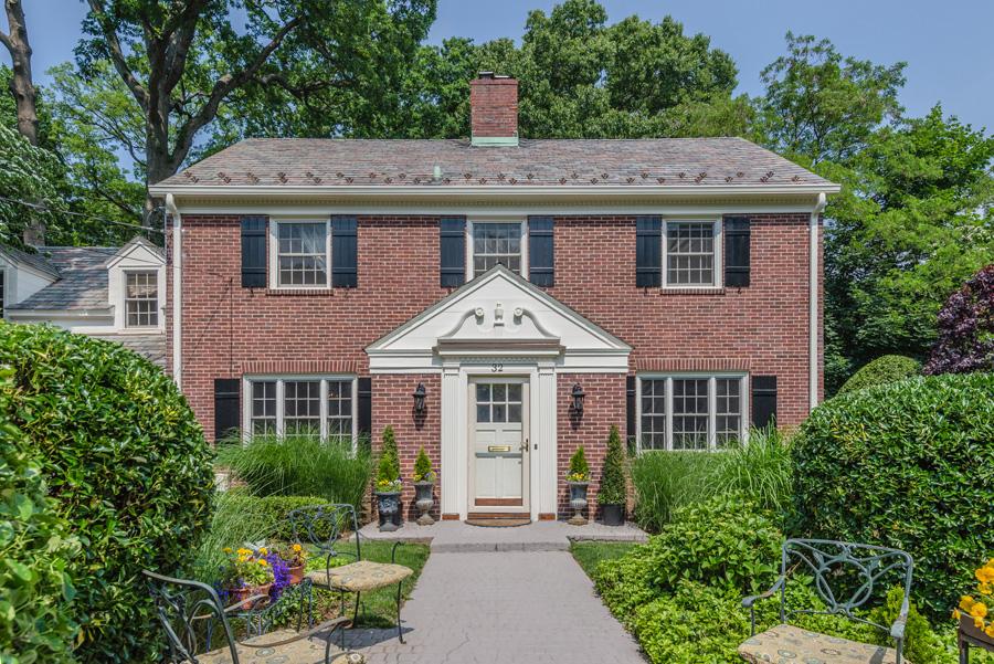 Casa para uma família para Venda às Colonial 32 Strickland Pl Manhasset, Nova York 11030 Estados Unidos