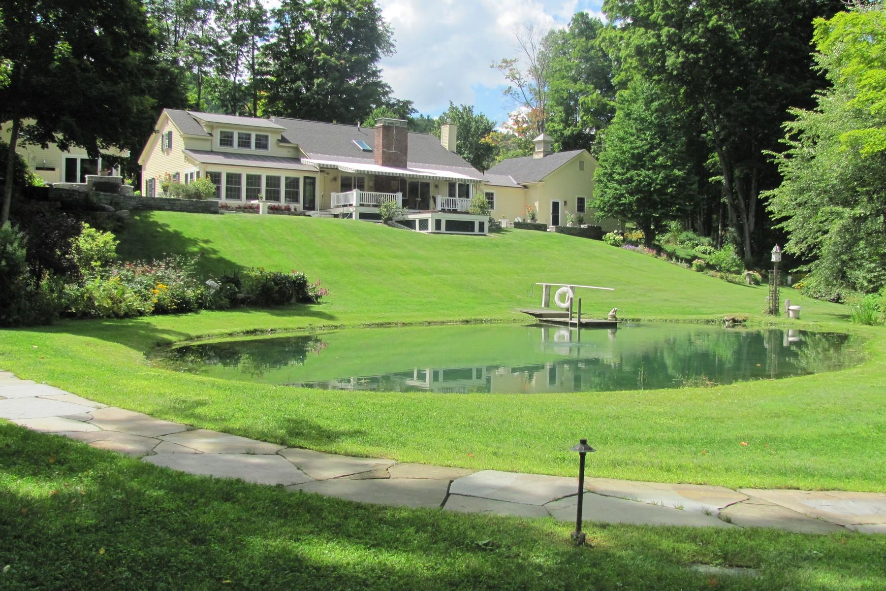 Maison unifamiliale pour l Vente à Dorset Hollow Cape- Mettowee River Frontage 291 Lower Hollow Rd Dorset, Vermont, 05251 États-Unis
