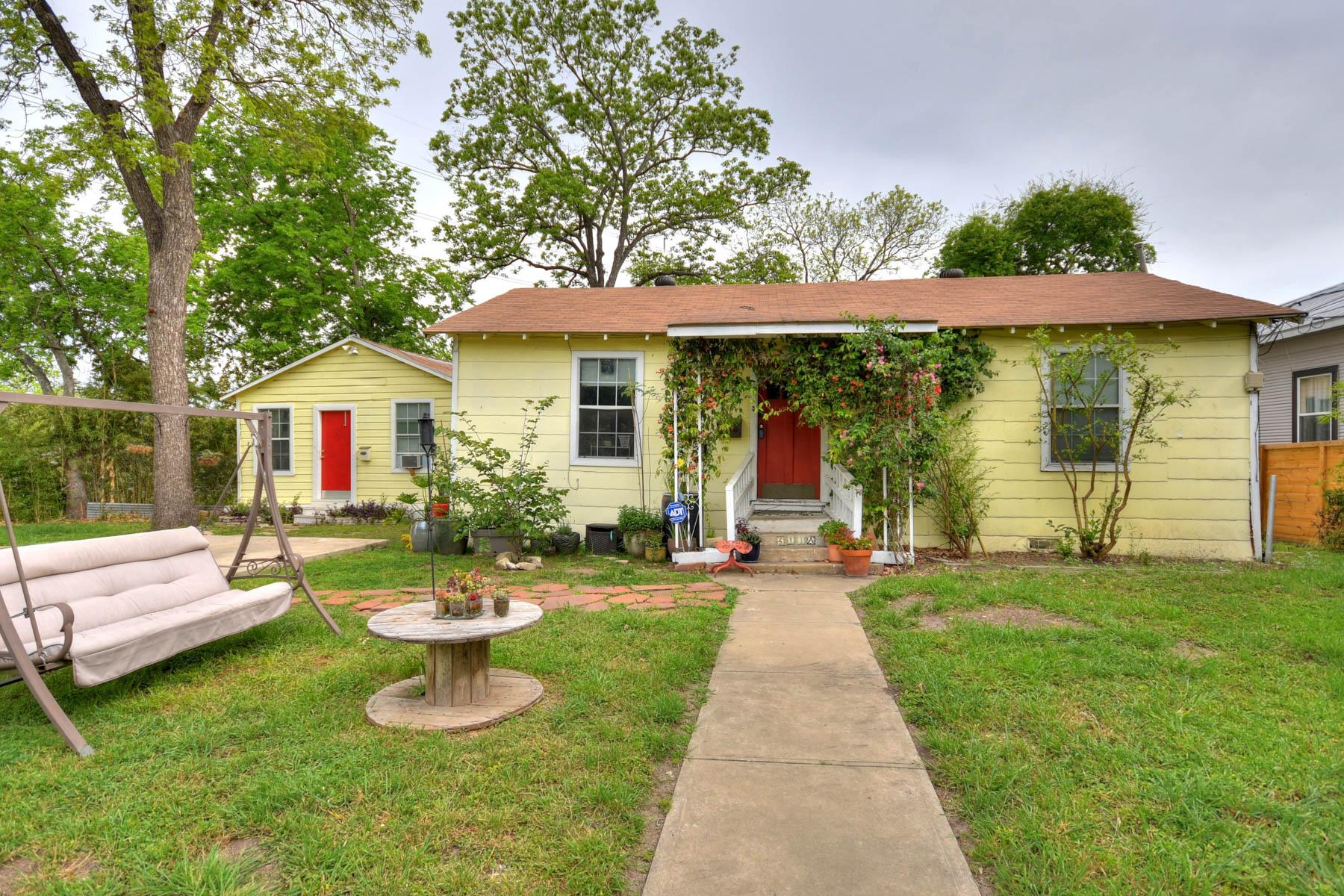 Vivienda unifamiliar por un Venta en Charming Alta Vista Home With Separate Casita 513 W Rosewood Ave Alta Vista, San Antonio, Texas, 78212 Estados Unidos