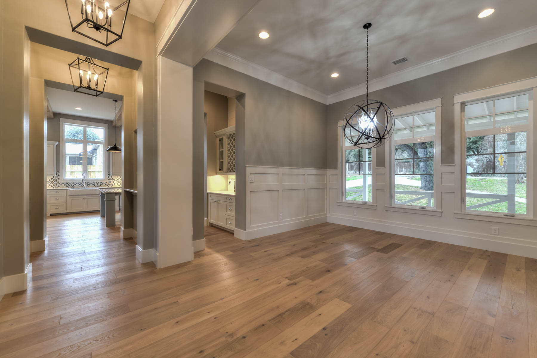 Additional photo for property listing at Gorgeous New Construction in Terrell Hills 1016 Garraty Rd San Antonio, Texas 78209 United States