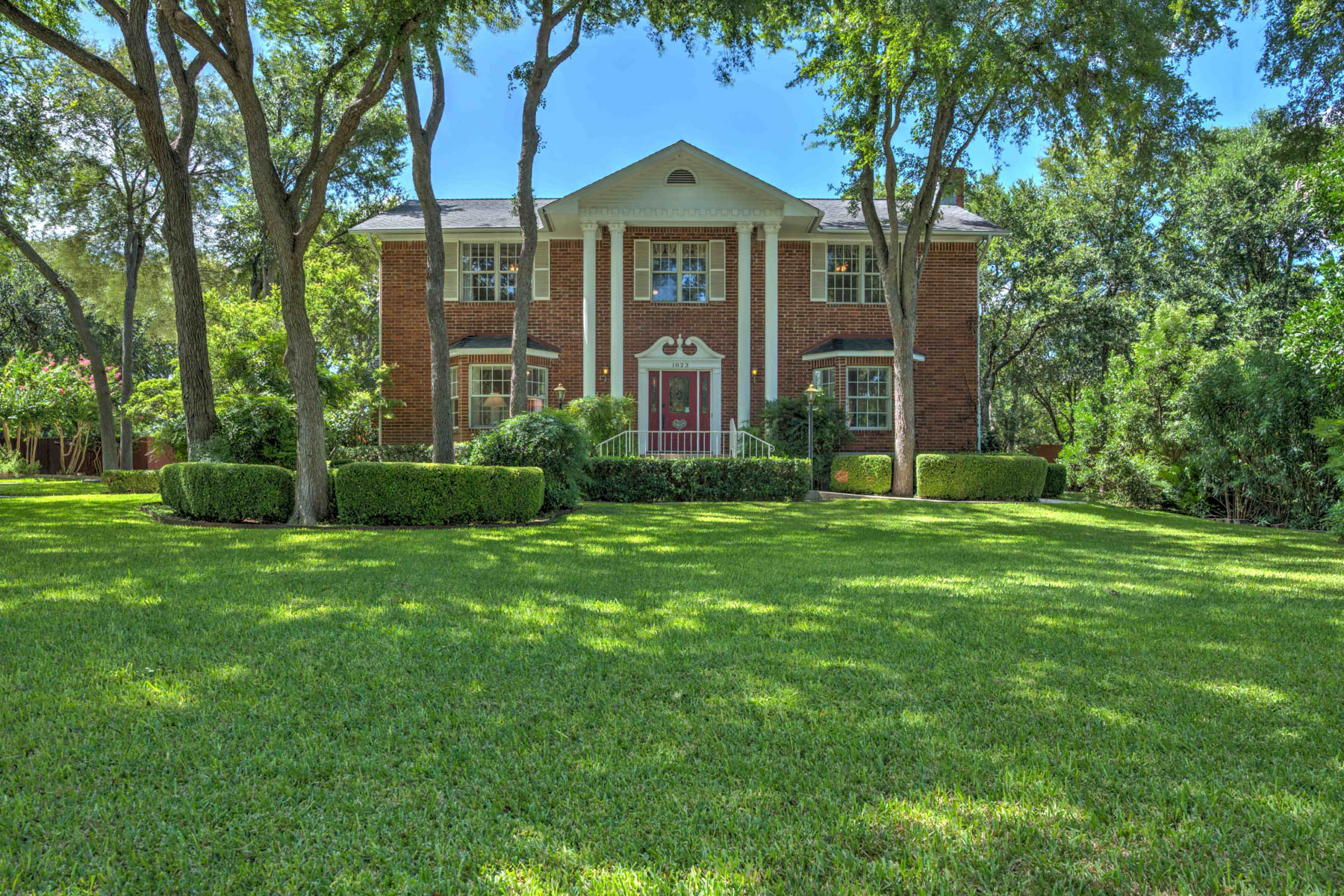 Casa Unifamiliar por un Venta en Gorgeous Home in Cypress Rapids 1823 Pebble Brook Dr New Braunfels, Texas 78130 Estados Unidos