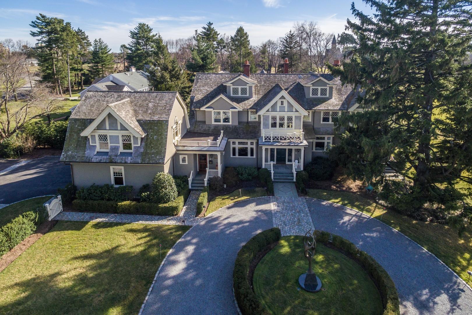 Villa per Vendita alle ore Colonial 8 Carteret Pl Garden City, New York, 11530 Stati Uniti