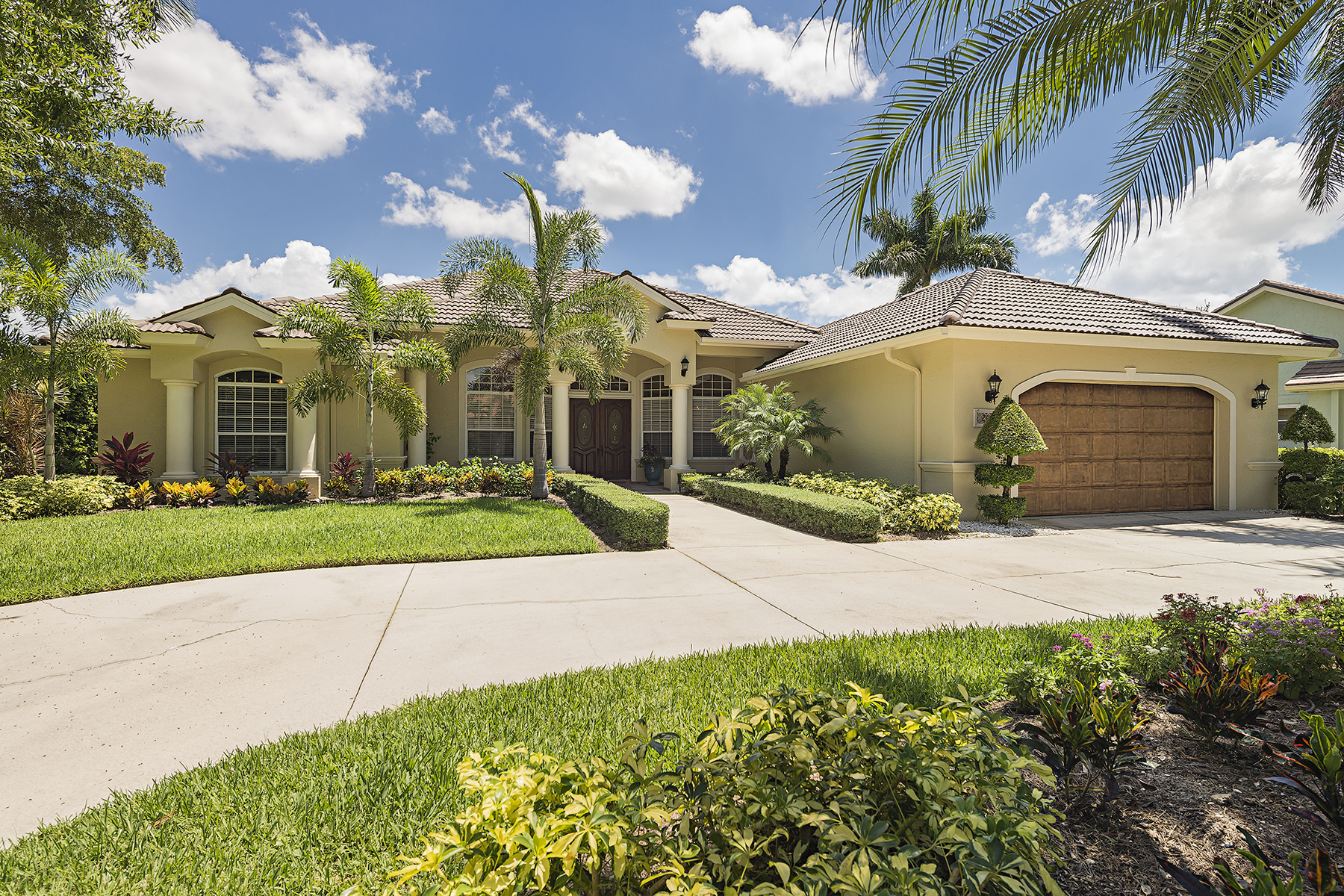 Maison unifamiliale pour l Vente à MONTEREY 2108 Mission Dr Naples, Florida 34109 États-Unis