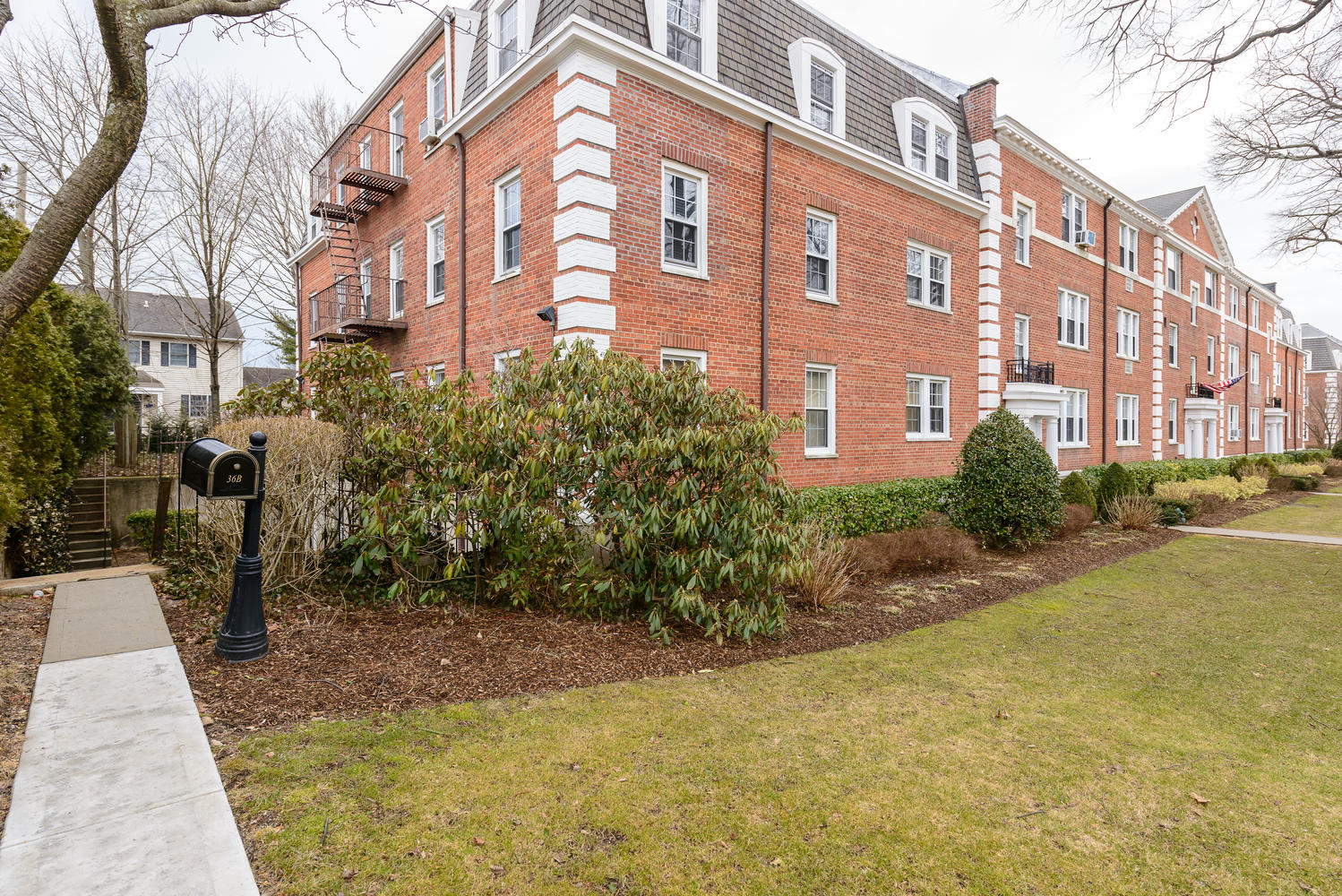 Apartment for Sale at Co-Op 36 Hamilton Pl B Garden City, New York, 11530 United States