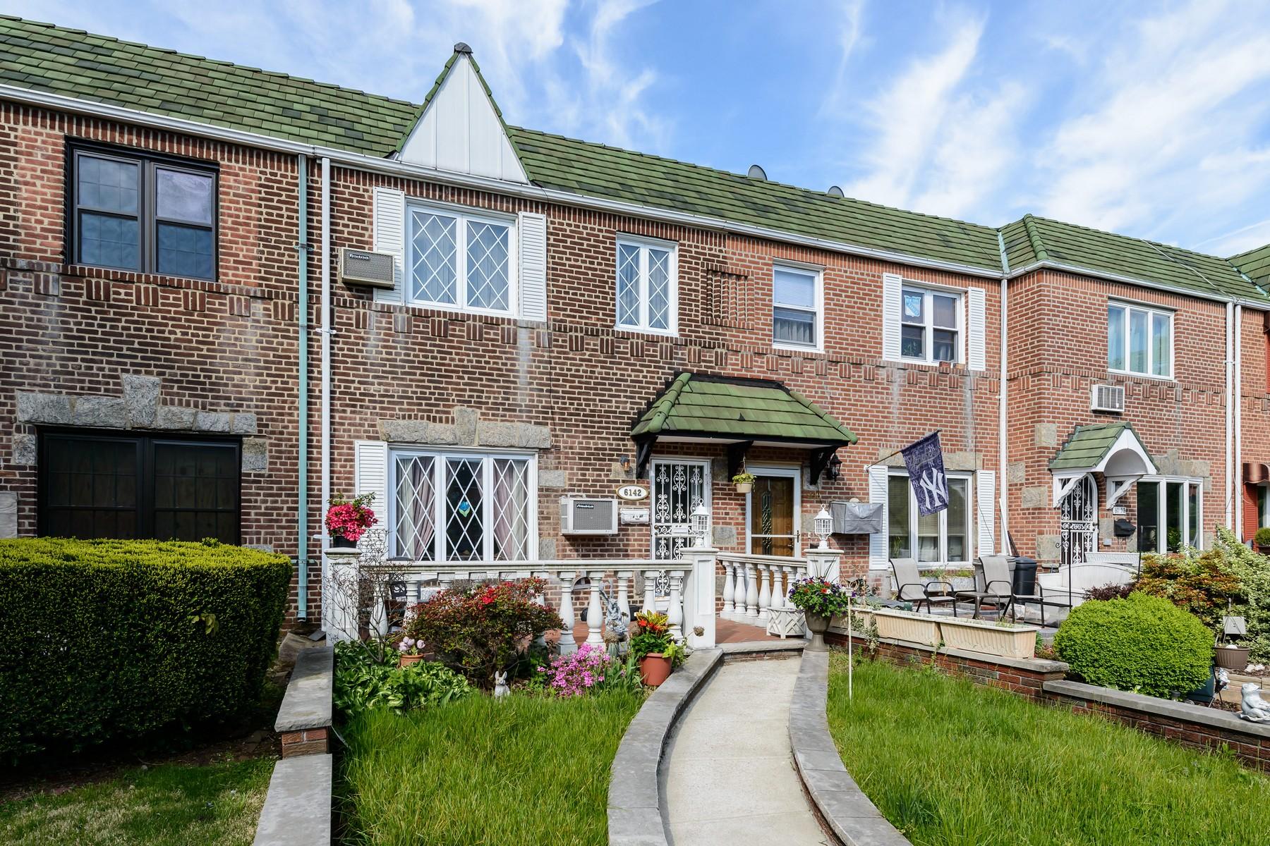 獨棟家庭住宅 為 出售 在 Townhouse 61-42 77th St Middle Village, 紐約州, 11379 美國