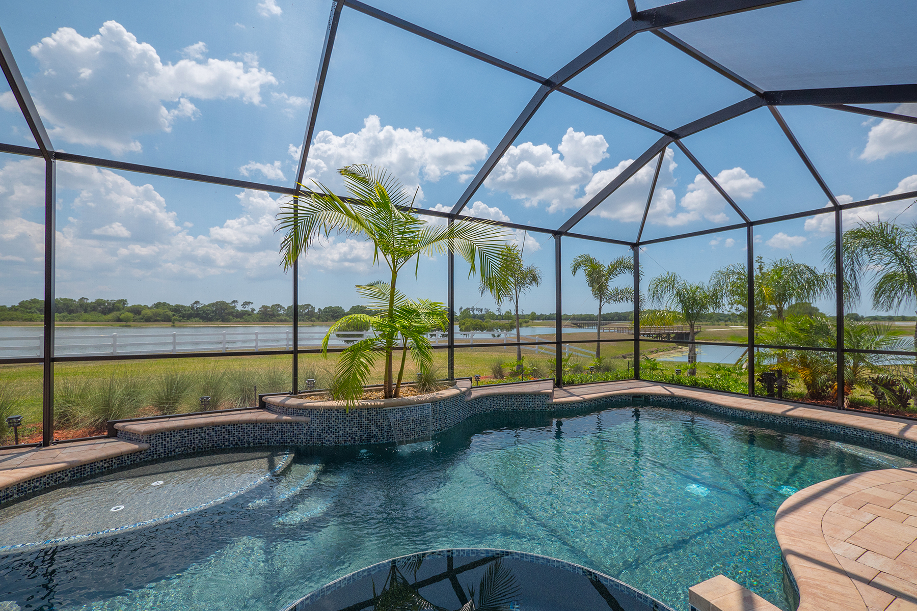 Single Family Home for Sale at BRIDGEWATER 5632 Cloverleaf Lakewood Ranch, Florida, 34211 United States