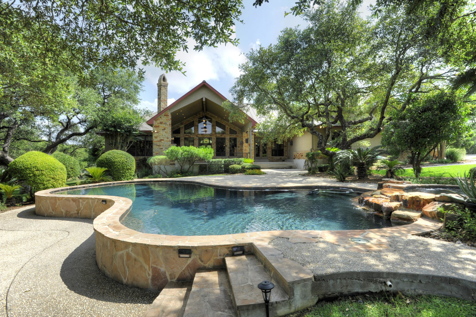 Additional photo for property listing at Gorgeous Estate in Dove Country Farms 113 Dove Mountain Boerne, Texas 78006 Estados Unidos