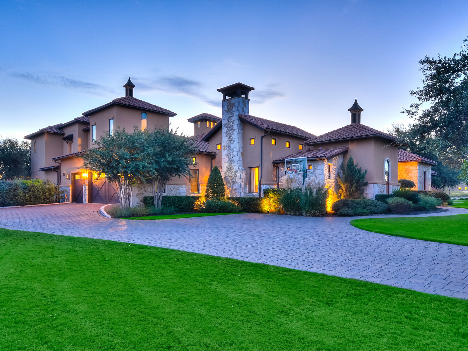 Vivienda unifamiliar por un Venta en Golf Course Estate in Gated Calera 8909 Calera Dr Austin, Texas 78735 Estados Unidos