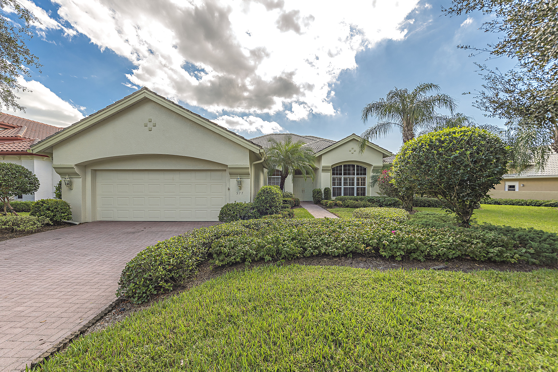 Vivienda unifamiliar por un Venta en 577 Wedgewood Way , Naples, FL 34119 577 Wedgewood Way Naples, Florida 34119 Estados Unidos
