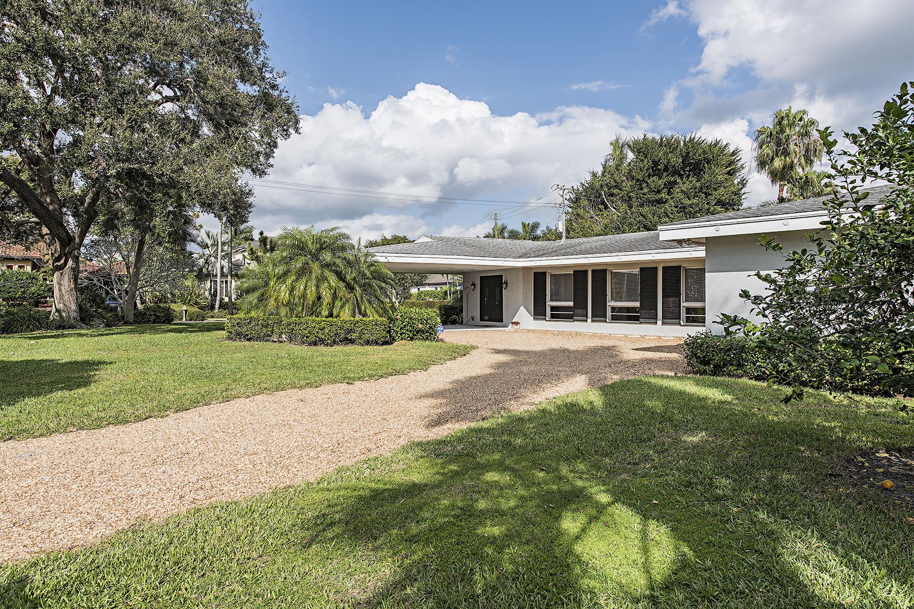 단독 가정 주택 용 매매 에 MOORINGS - MOORINGS 484 Bow Line Dr Naples, 플로리다 34103 미국