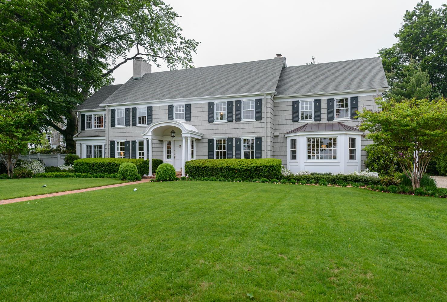 Casa para uma família para Venda às Colonial 87 10th St Garden City, Nova York 11530 Estados Unidos