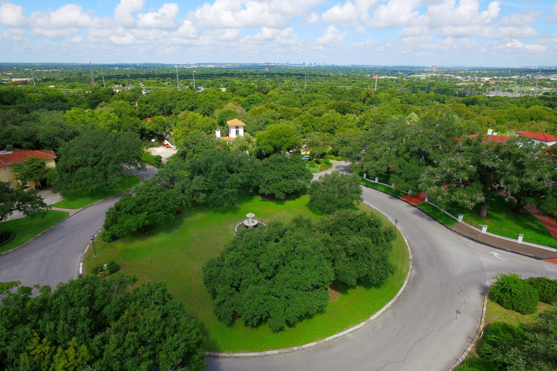Additional photo for property listing at Premier Lot in Olmos Park 212 E Wildwood Dr San Antonio, Texas 78212 Estados Unidos