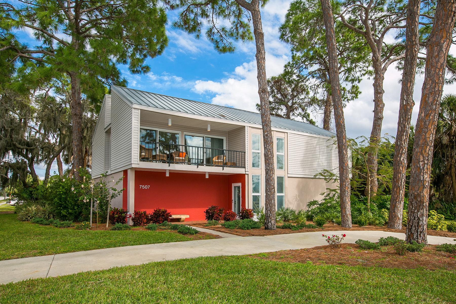 Maison unifamiliale pour l Vente à WHITFIELD ESTATES 7507 Westmoreland Dr Sarasota, Florida, 34243 États-Unis