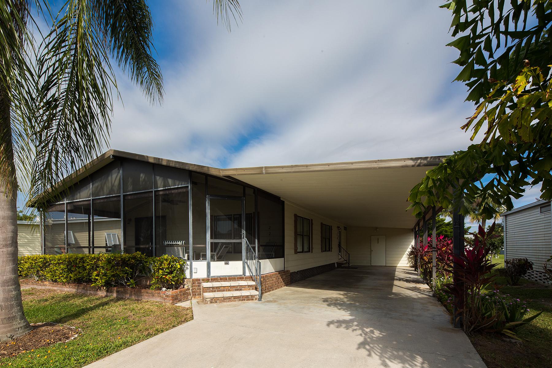 独户住宅 为 销售 在 MARCO SHORES - FISHTAIL PALM 221 Fishtail Palm Ln Naples, 佛罗里达州 34114 美国