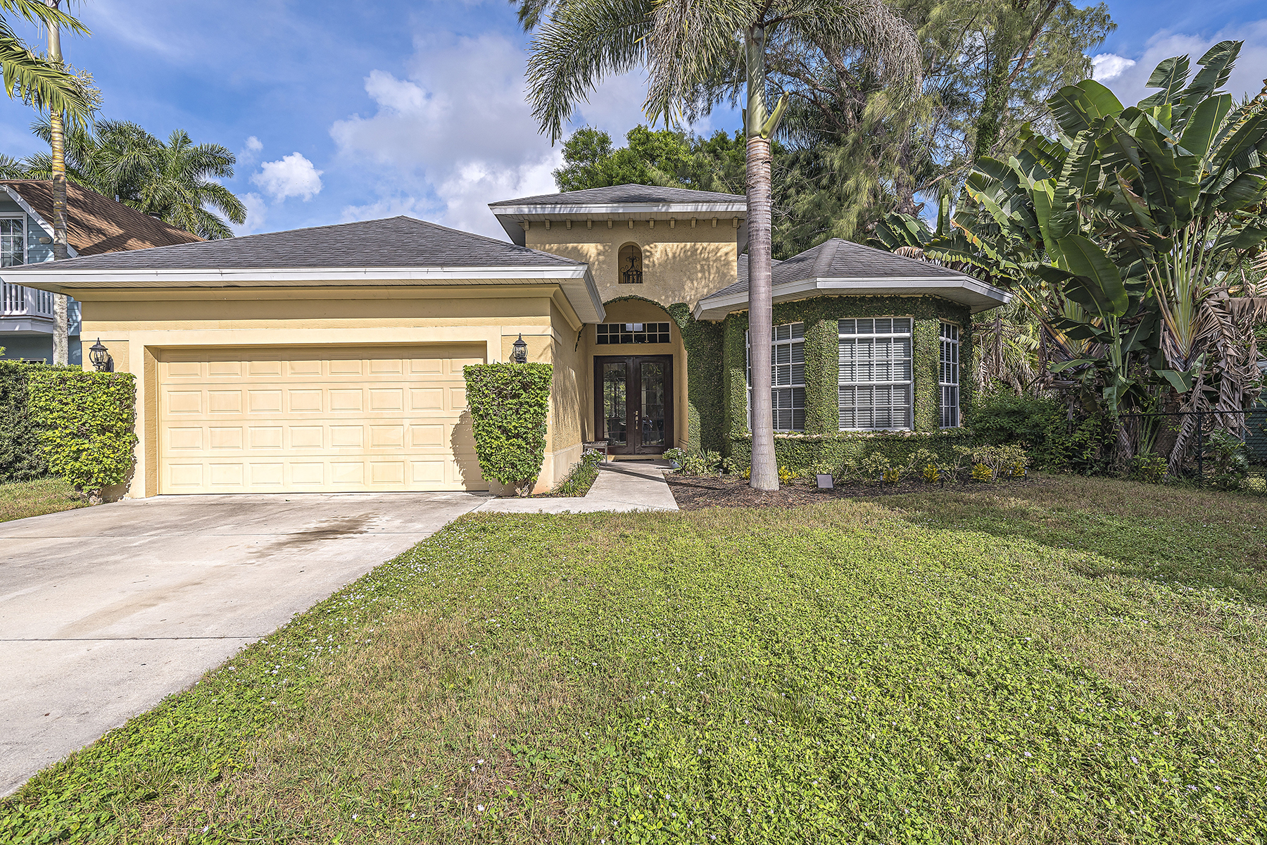 Single Family Home for Sale at NAPLES TERRACE 1065 Diana Ave Naples, Florida 34103 United States