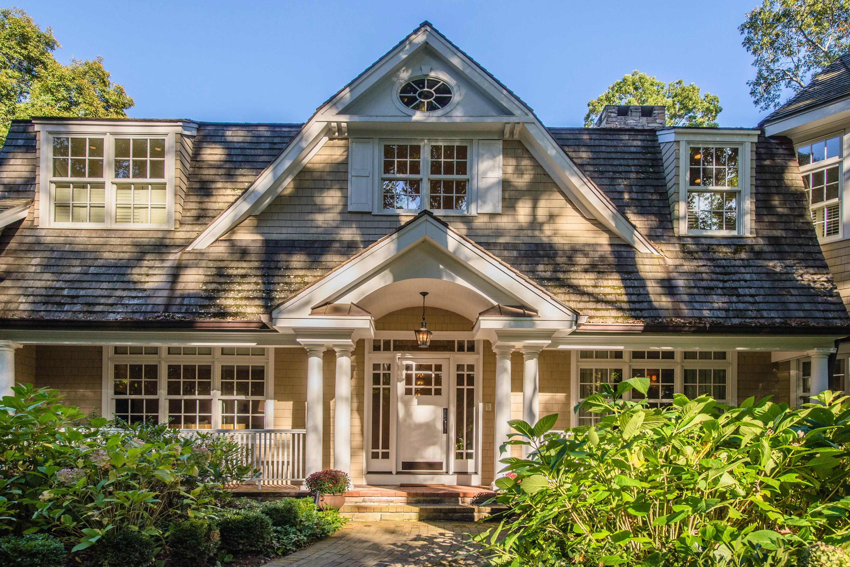 Casa para uma família para Venda às Colonial 124 Brookville Ln Old Brookville, Nova York 11545 Estados Unidos