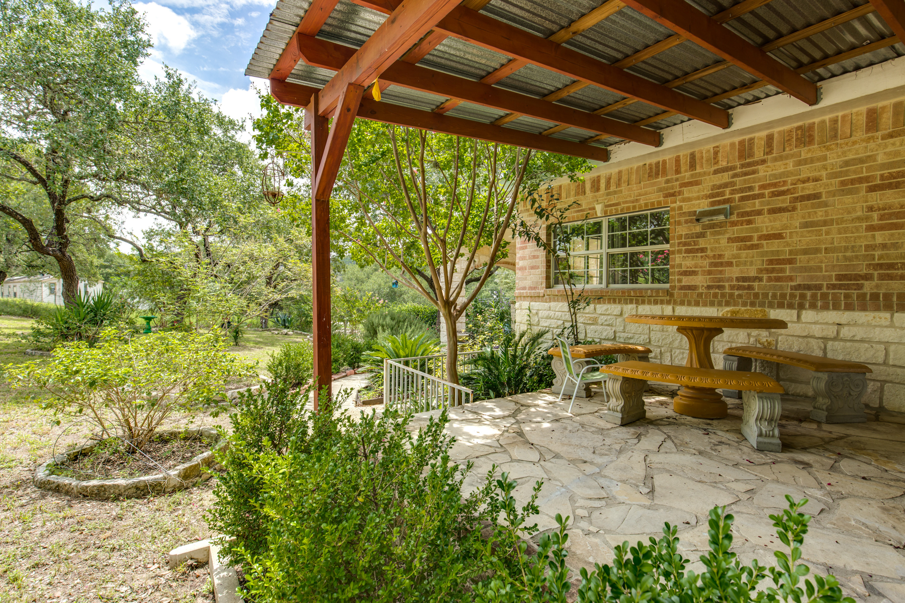 Additional photo for property listing at Enjoy the Beauty and Tranquility of Country Living 1350 Island Vw Canyon Lake, Texas 78133 United States
