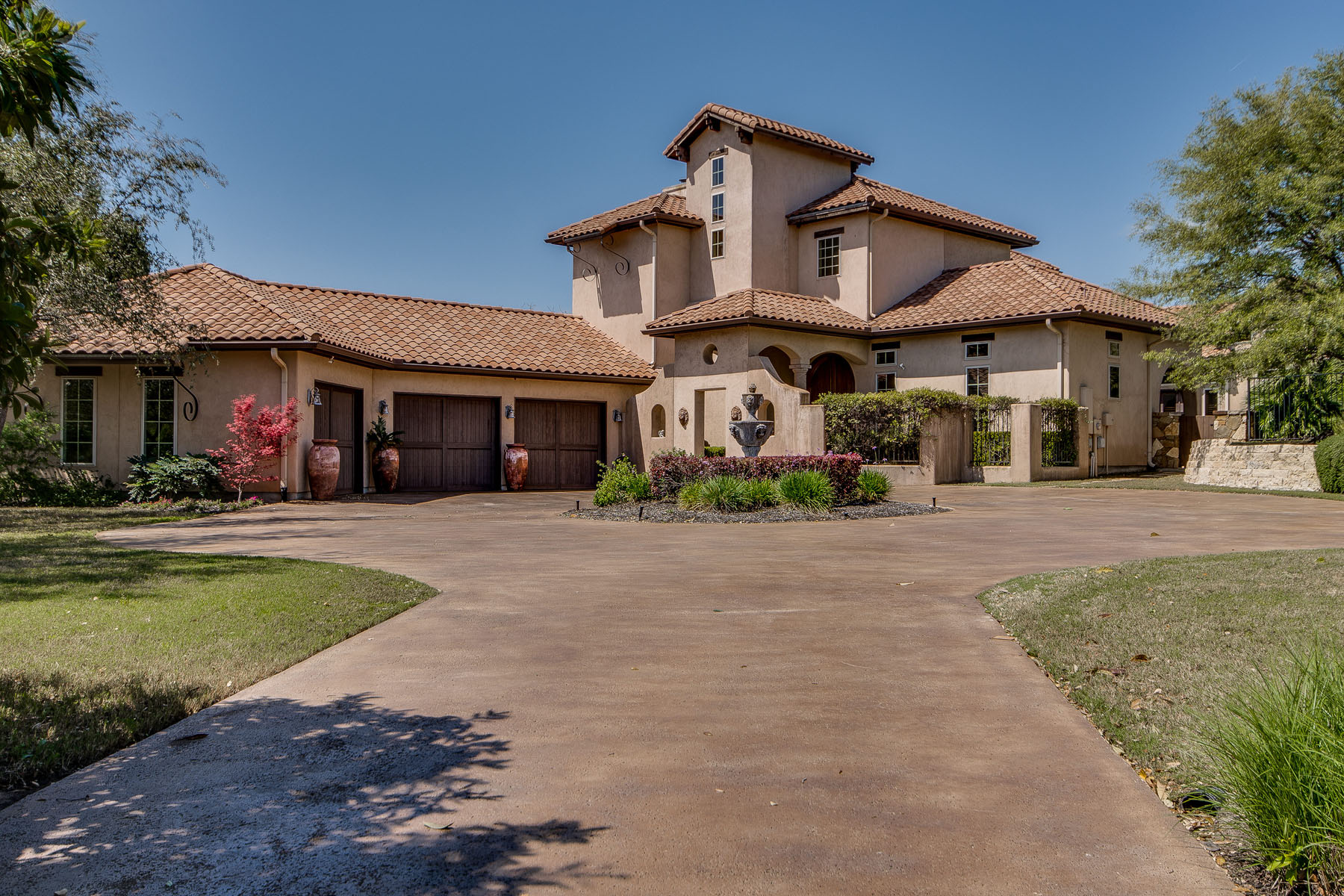 Maison unifamiliale pour l Vente à Golf Course Living at its Finest 2632 University Club Dr Steiner Ranch, Austin, Texas, 78732 États-Unis