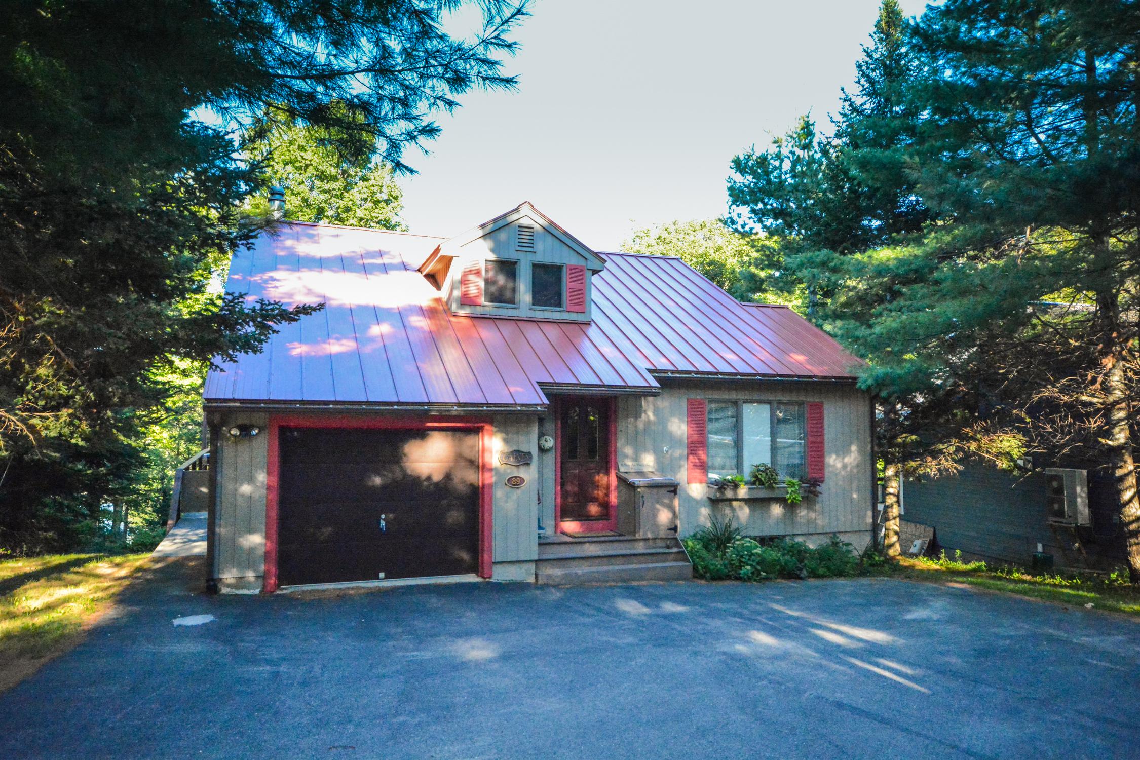 獨棟家庭住宅 為 出售 在 Updated Lake Raponda Home 89 Landing Ln Wilmington, 佛蒙特州, 05363 美國