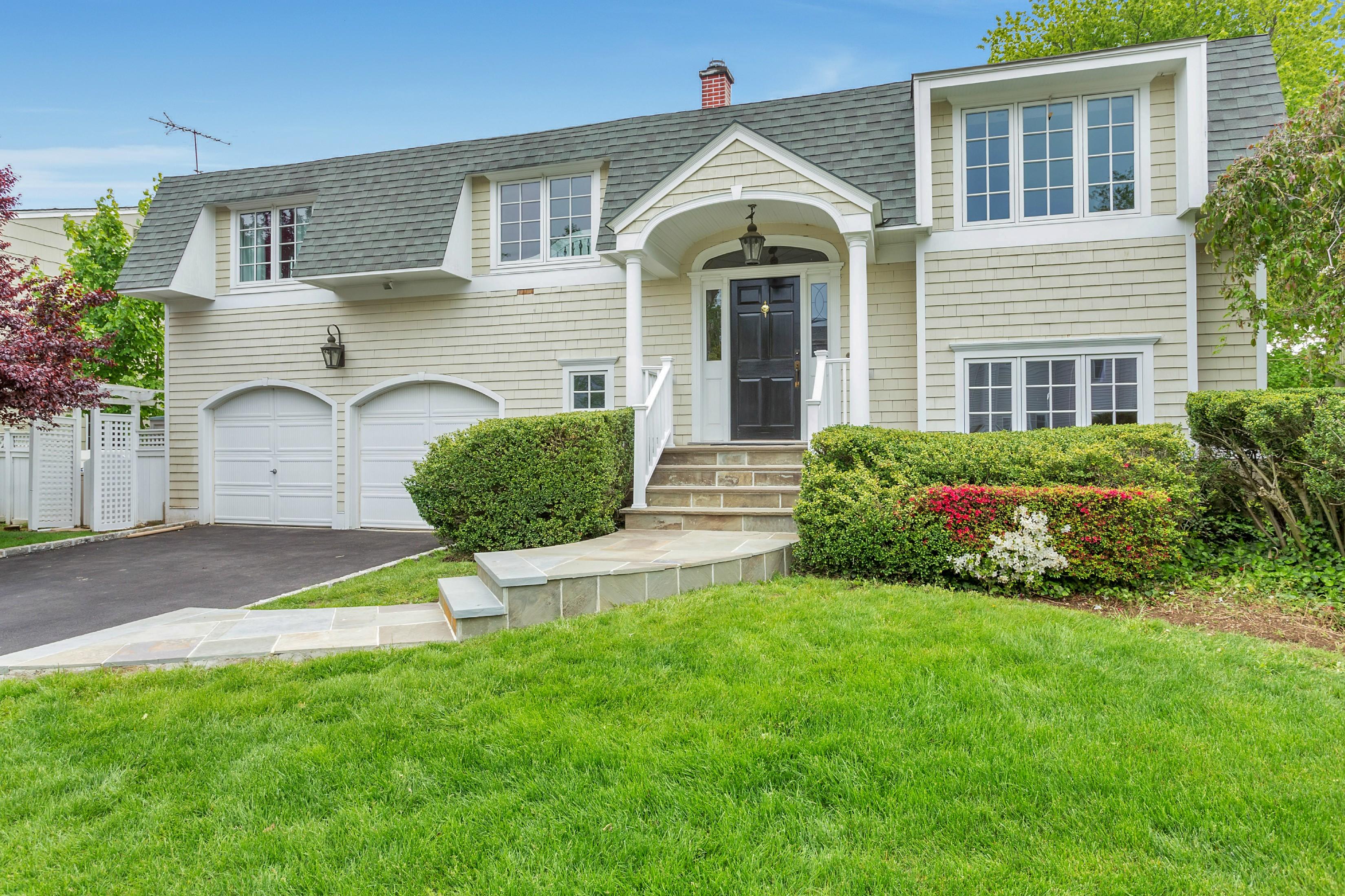 Einfamilienhaus für Verkauf beim Hi Ranch 38 Michael F St Locust Valley, New York, 11560 Vereinigte Staaten