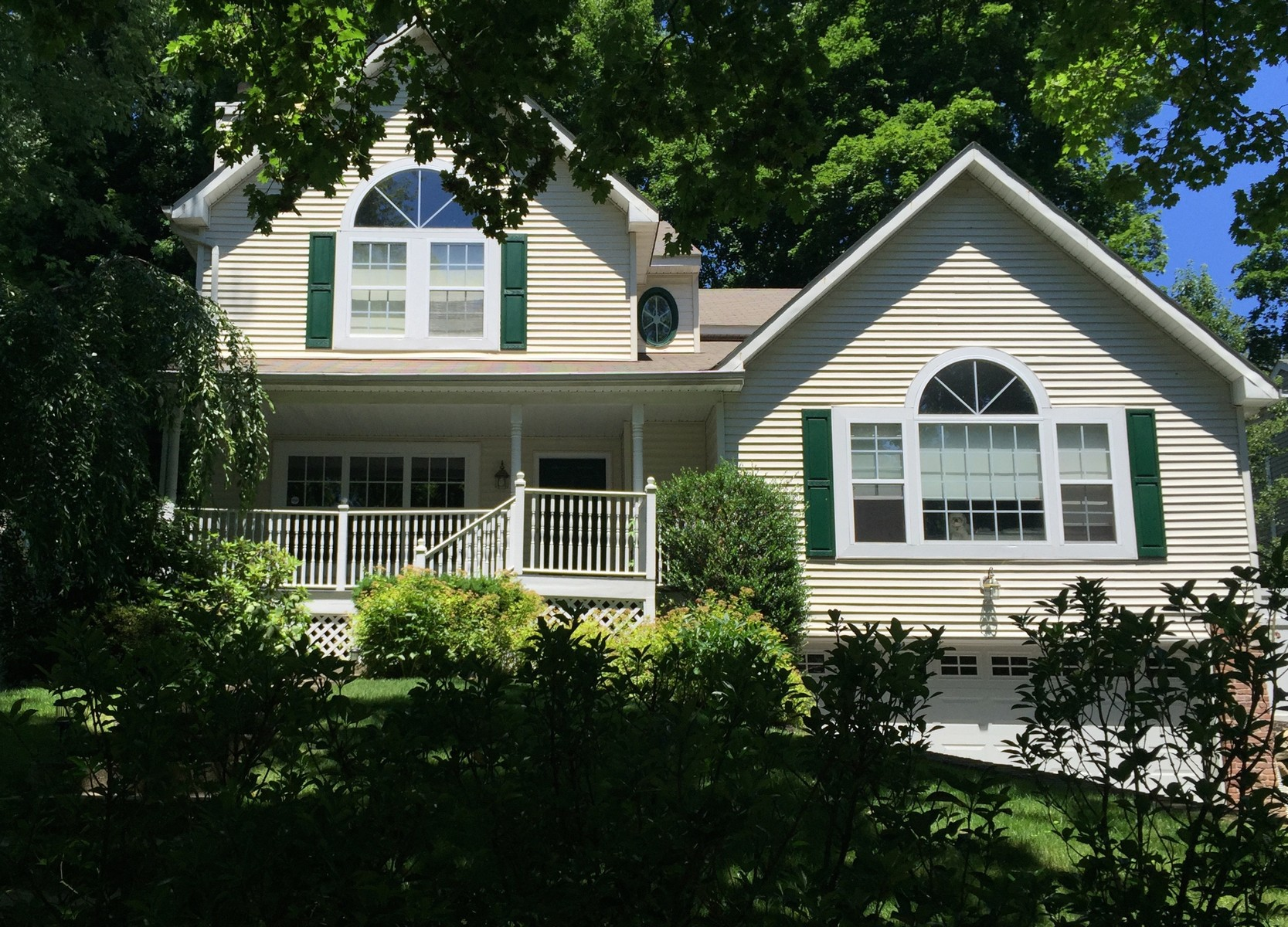 Single Family Home for Sale at Colonial 47 Oyster Bay Rd Locust Valley, New York 11560 United States