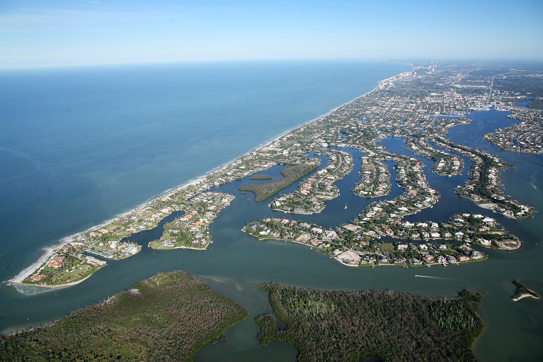 Maison unifamiliale pour l Vente à PORT ROYAL 746 & 770 SPYGLASS Ln Naples, Florida 34103 États-Unis