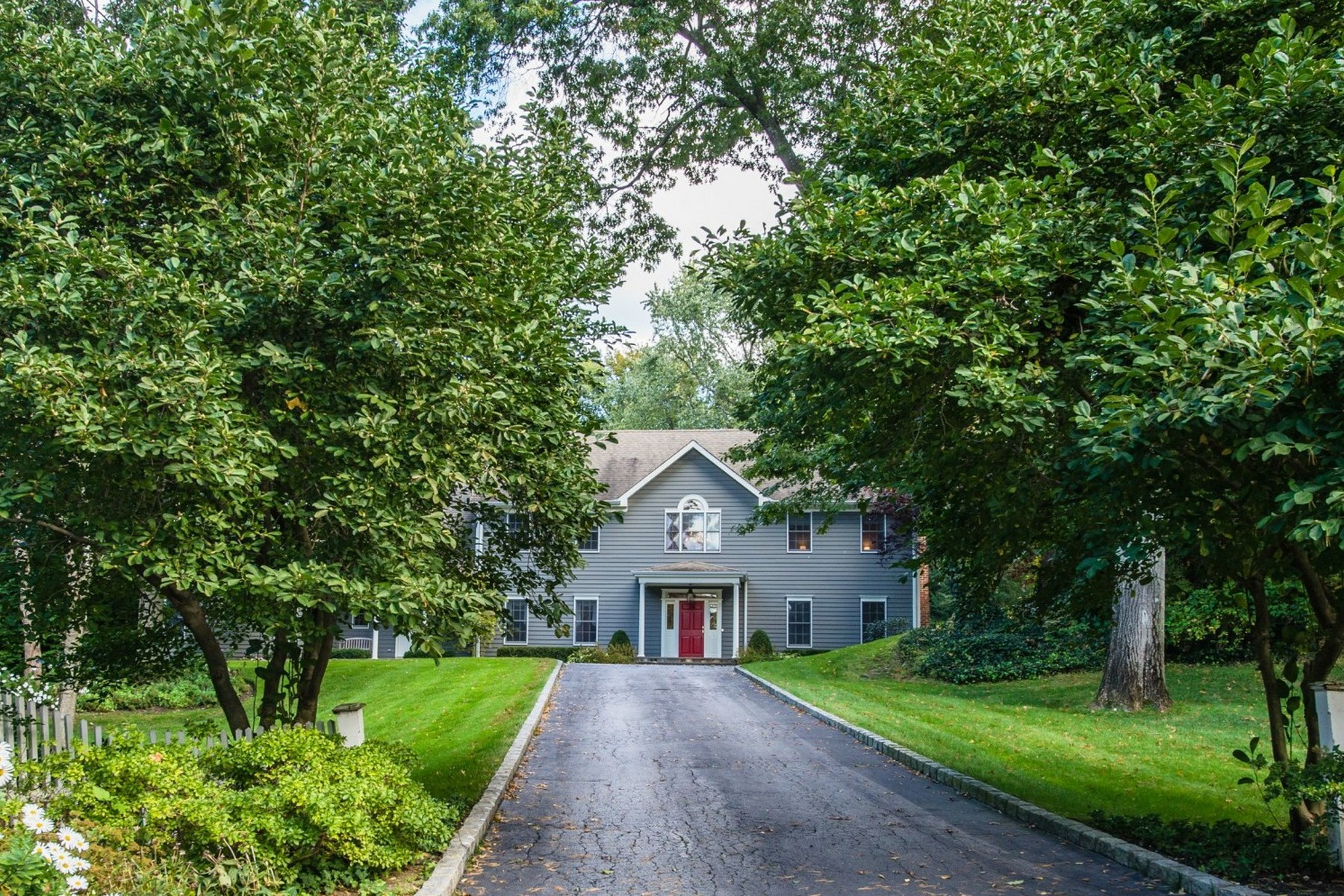 Single Family Home for Sale at Colonial 72 Cove Neck Rd Cove Neck, New York, 11771 United States