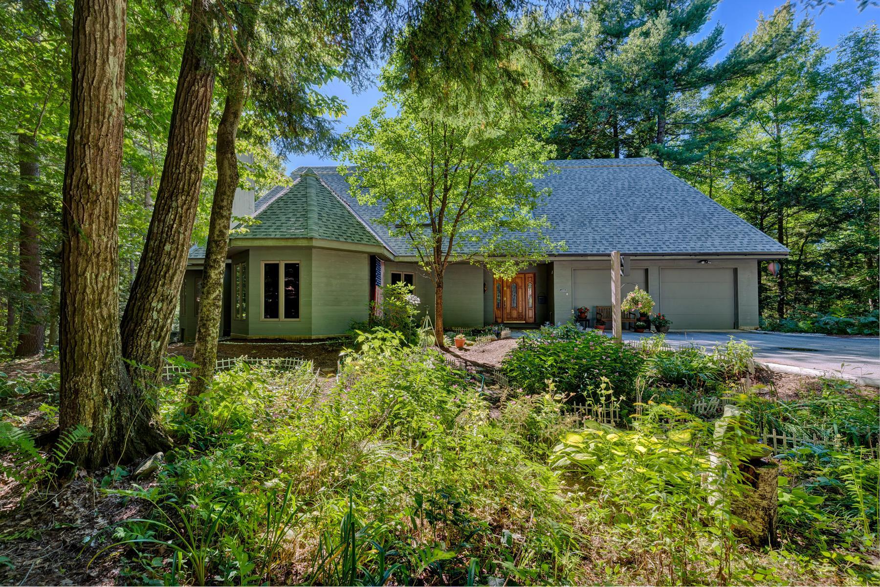 Частный односемейный дом для того Продажа на 4 West Hill Road, Sunapee 4 West Hill Rd Sunapee, Нью-Гэмпшир, 03782 Соединенные Штаты