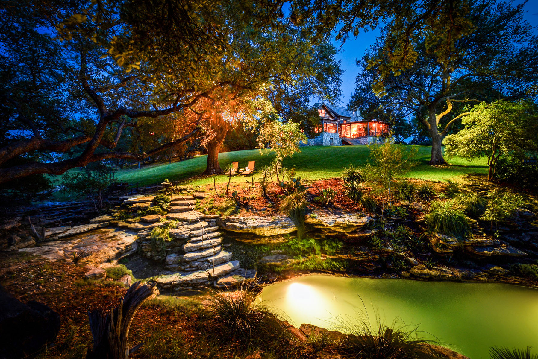 Vivienda unifamiliar por un Venta en Serene Lakeside Luxury 2930 Travis Lakeside Dr Spicewood, Texas 78669 Estados Unidos