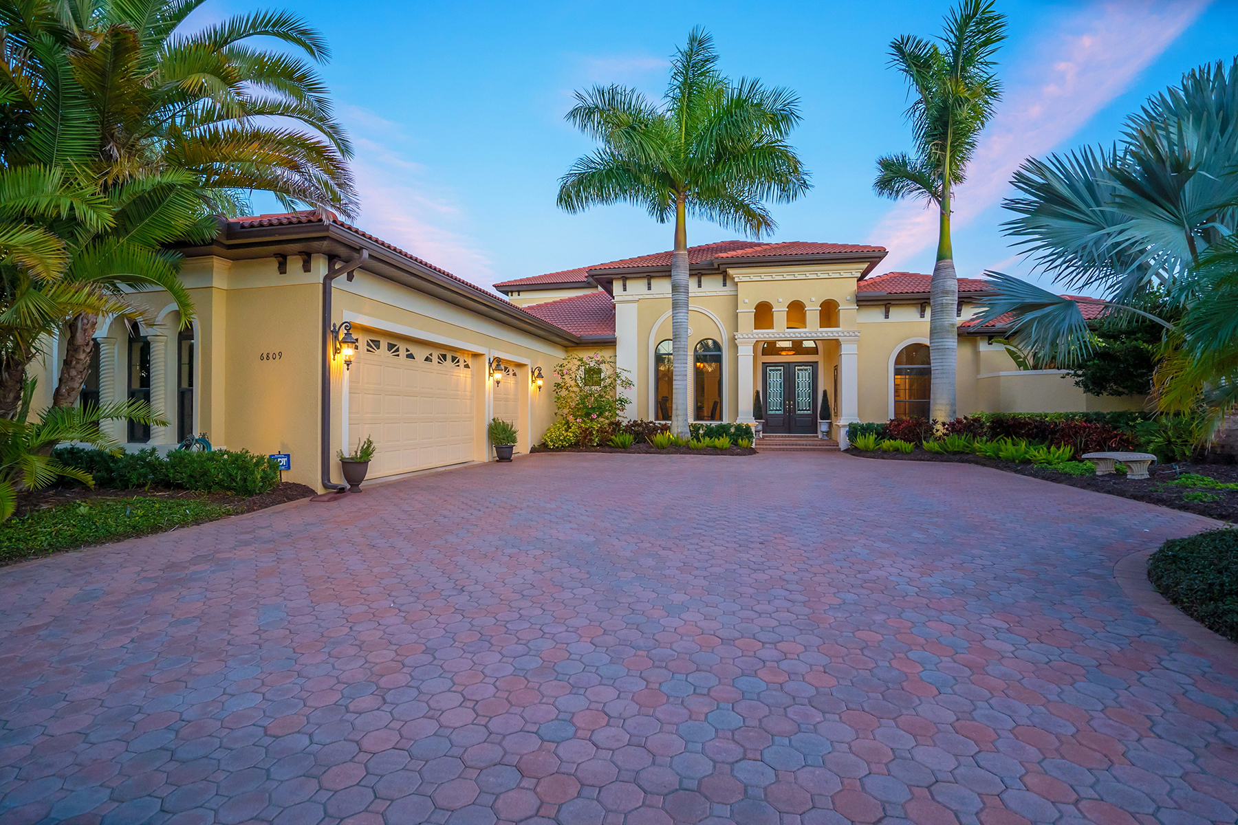 Villa per Vendita alle ore LAKEWOOD RANCH COUNTRY CLUB VILLAGE 6809 Belmont Ct Lakewood Ranch, Florida 34202 Stati Uniti