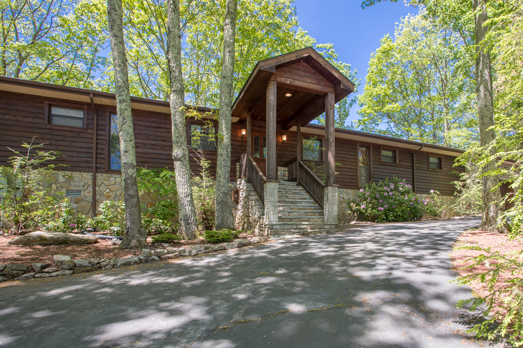 Single Family Home for Sale at 427 St. Andrews Road, Beech Mountain, NC 28604 427 St. Andrews Road Beech Mountain, North Carolina 28604 United States