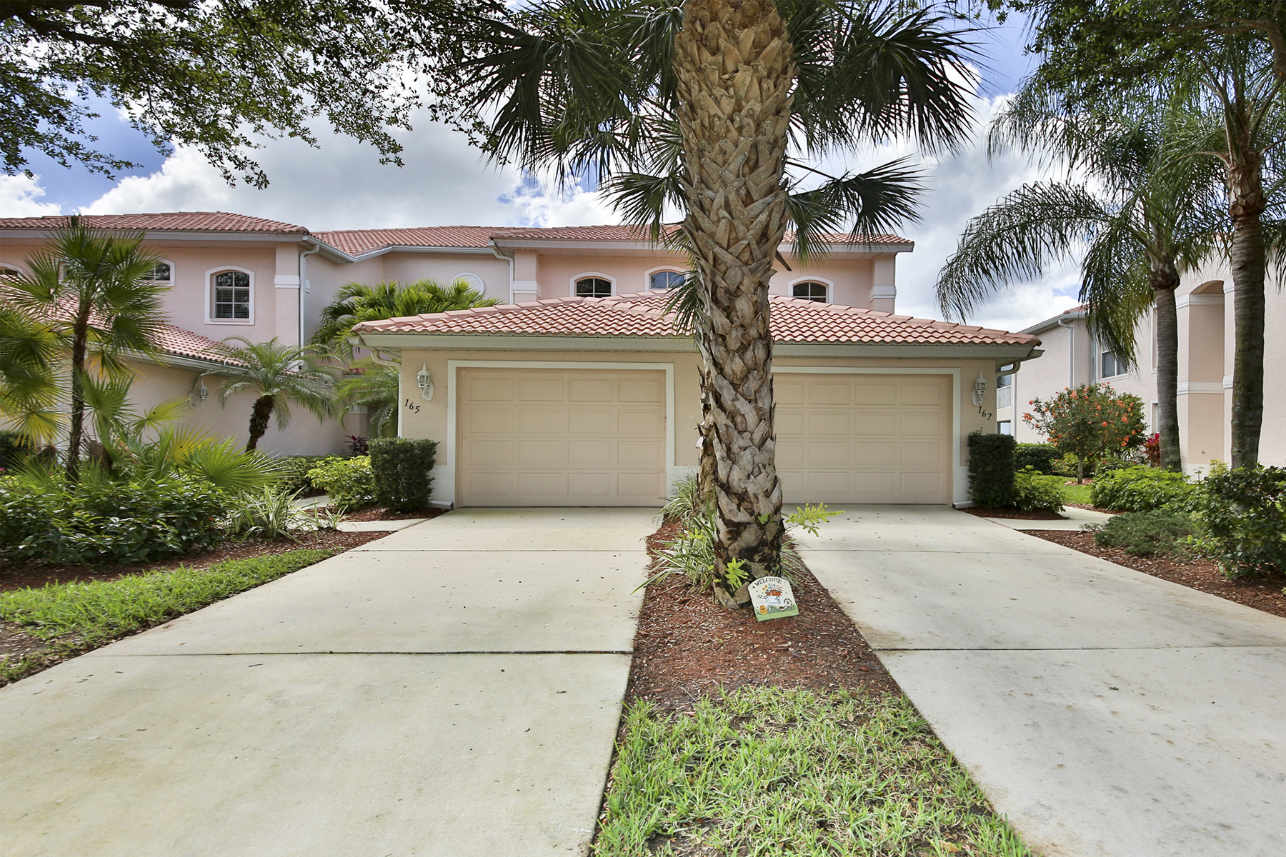 共管式独立产权公寓 为 销售 在 HERITAGE GREENS - COLONIAL LINKS 1945 Crestview Way 167 Naples, 佛罗里达州 34119 美国