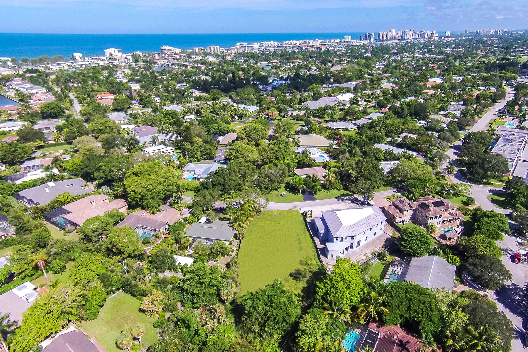 Single Family Home for Sale at MOORINGS 3020 Crayton Rd Naples, Florida, 34103 United States