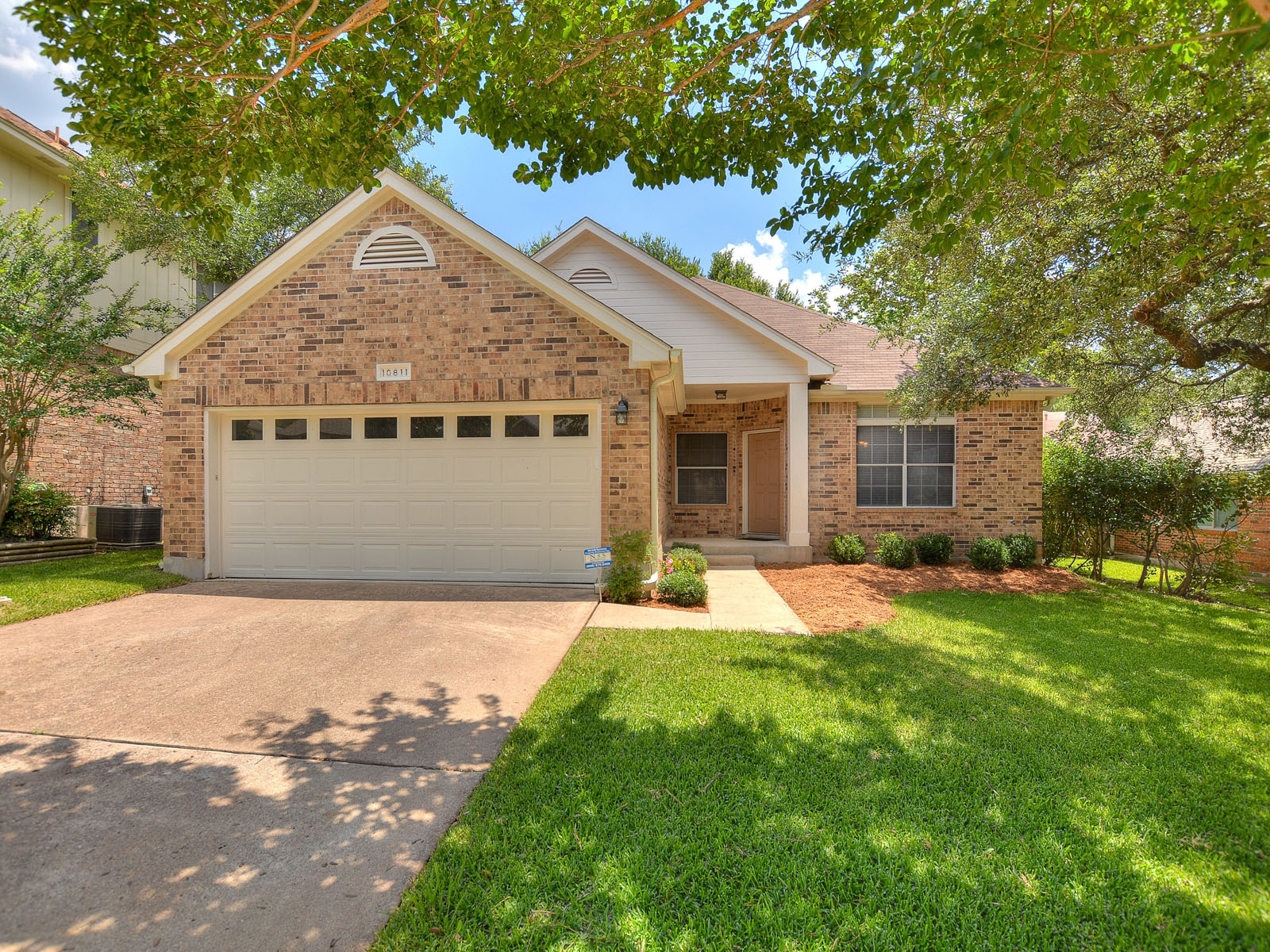 Single Family Home for Sale at Charming Single Story Home 10811 Sierra Oaks Austin, Texas 78759 United States