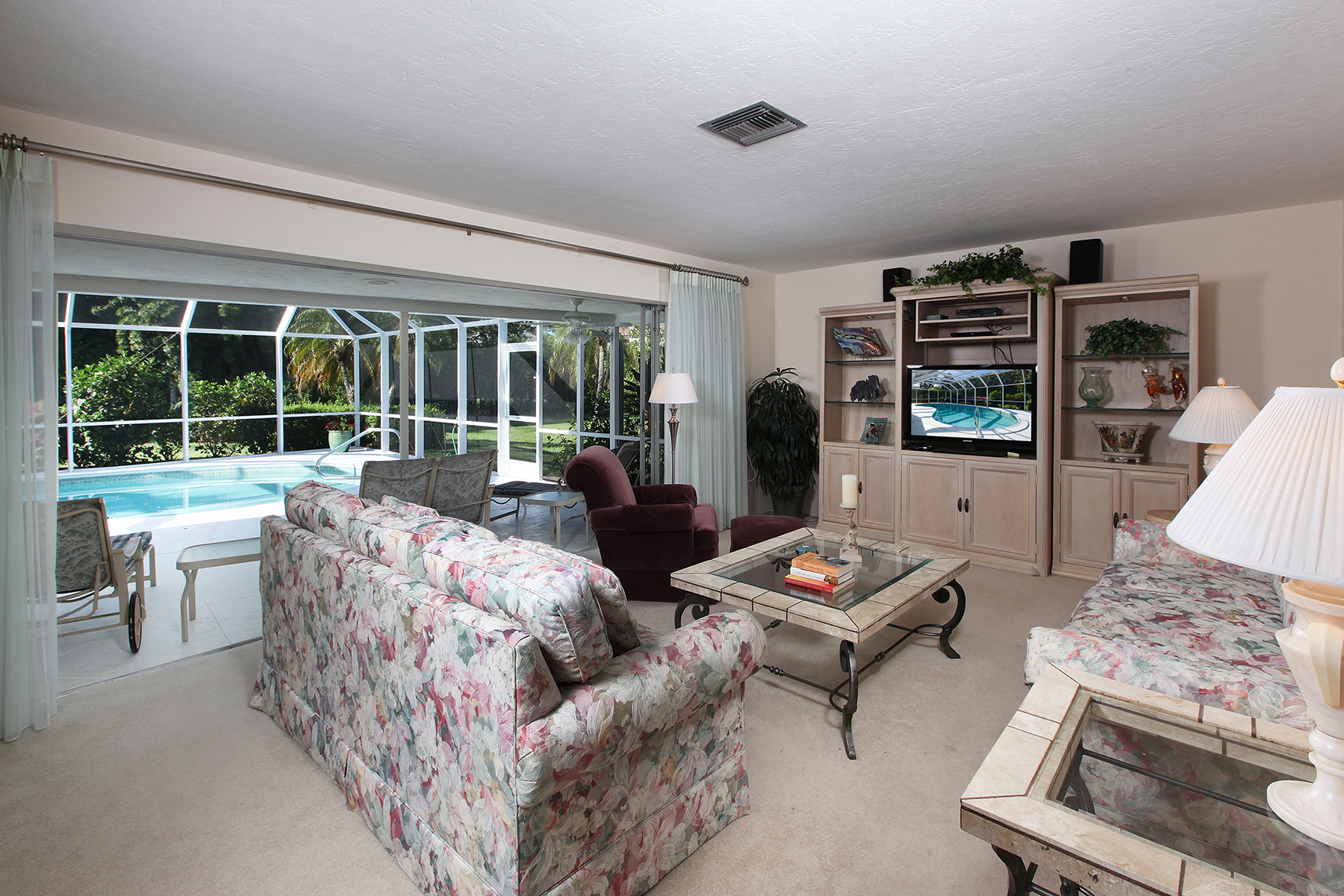 Maison unifamiliale pour l Vente à MOORINGS 590 Regatta Rd Naples, Florida, 34103 États-Unis