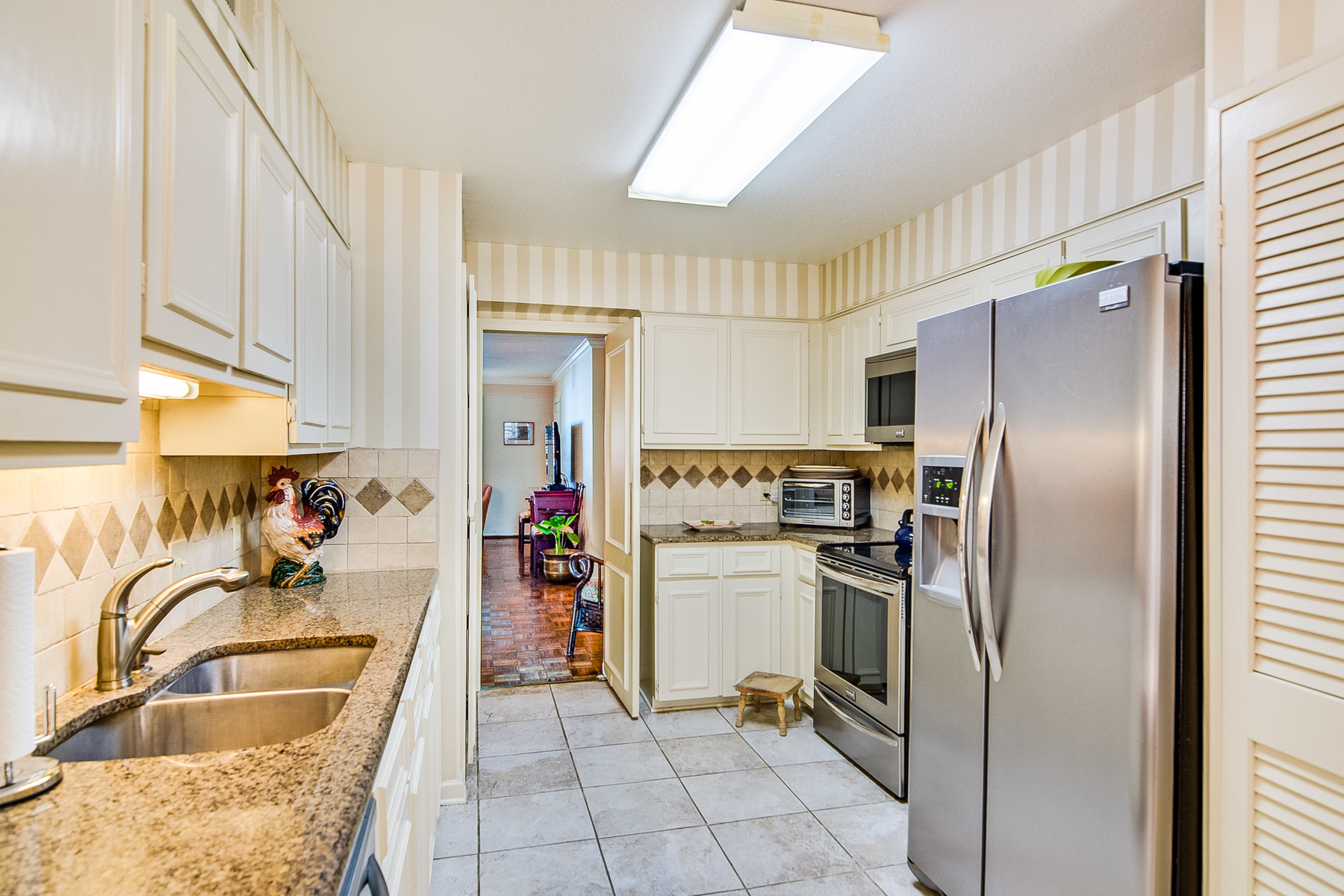 Additional photo for property listing at Great Condo in Hampshire House 7815 Broadway St 407D San Antonio, Texas 78209 United States
