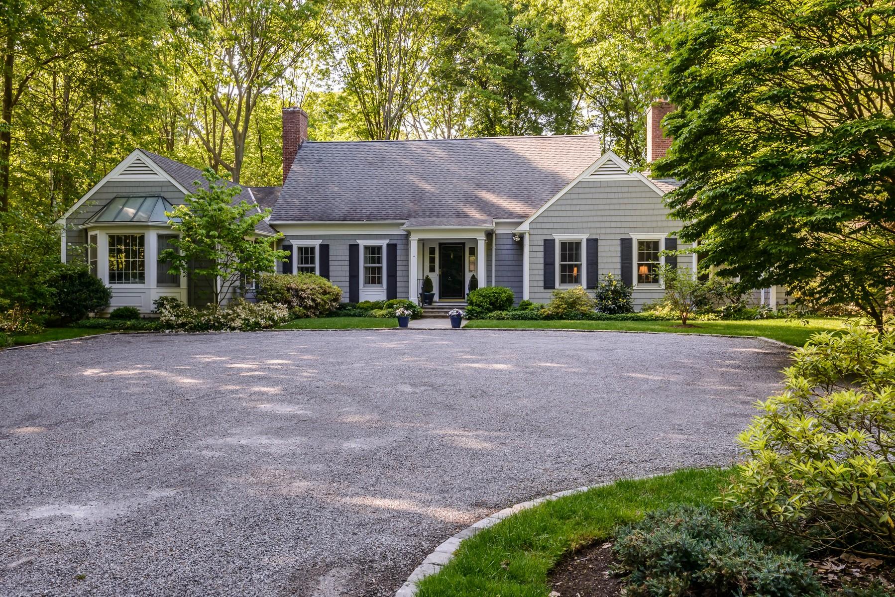 Nhà ở một gia đình vì Bán tại Colonial Glen Cove, New York, 11542 Hoa Kỳ