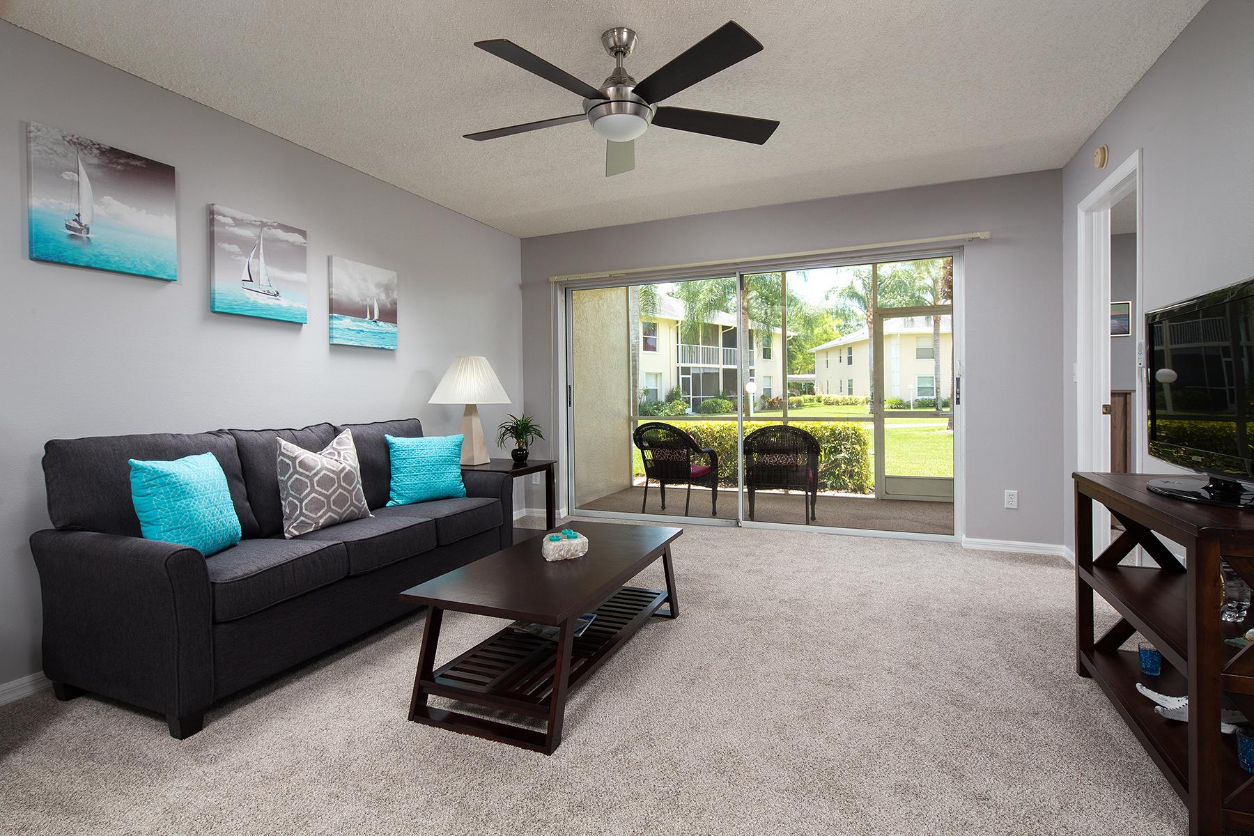 Condominio por un Venta en Naples 654 Squire Cir 102 Naples, Florida, 34104 Estados Unidos