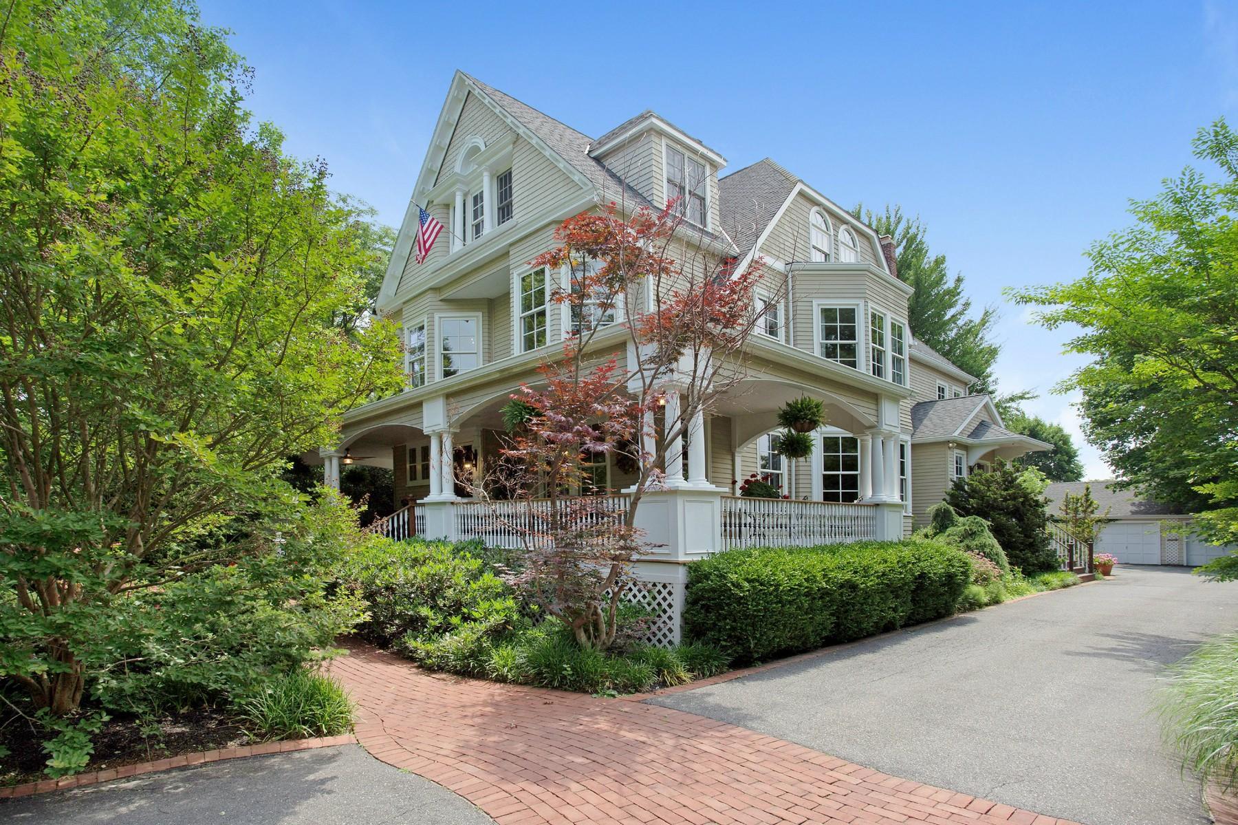 Casa Unifamiliar por un Venta en Victorian 54 Highland Rd Glen Cove, Nueva York, 11542 Estados Unidos
