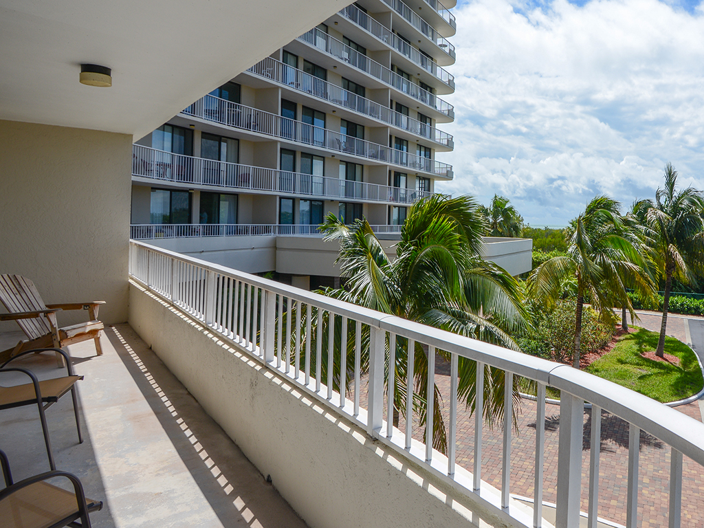 Condominium for Sale at MARCO ISLAND - SOUTH SEAS TOWER 4 440 Seaview Ct 203 Marco Island, Florida 34145 United States