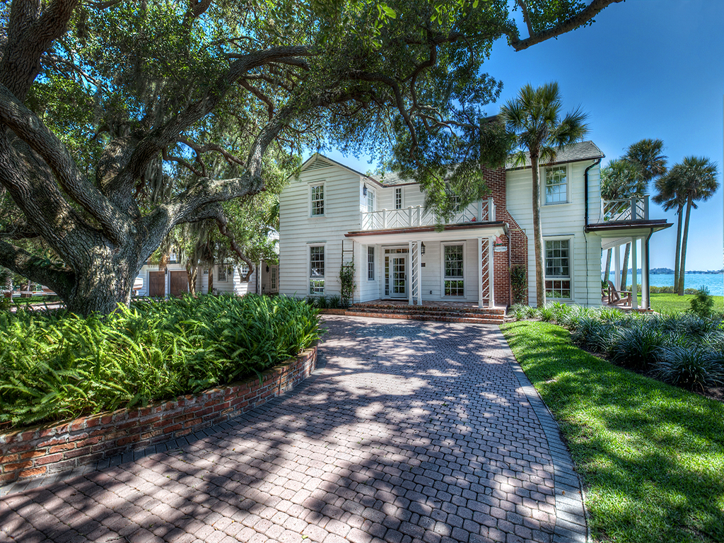 Single Family Home for Sale at MCCLELLAN PARK 1510 Hyde Park St, Sarasota, Florida 34239 United States