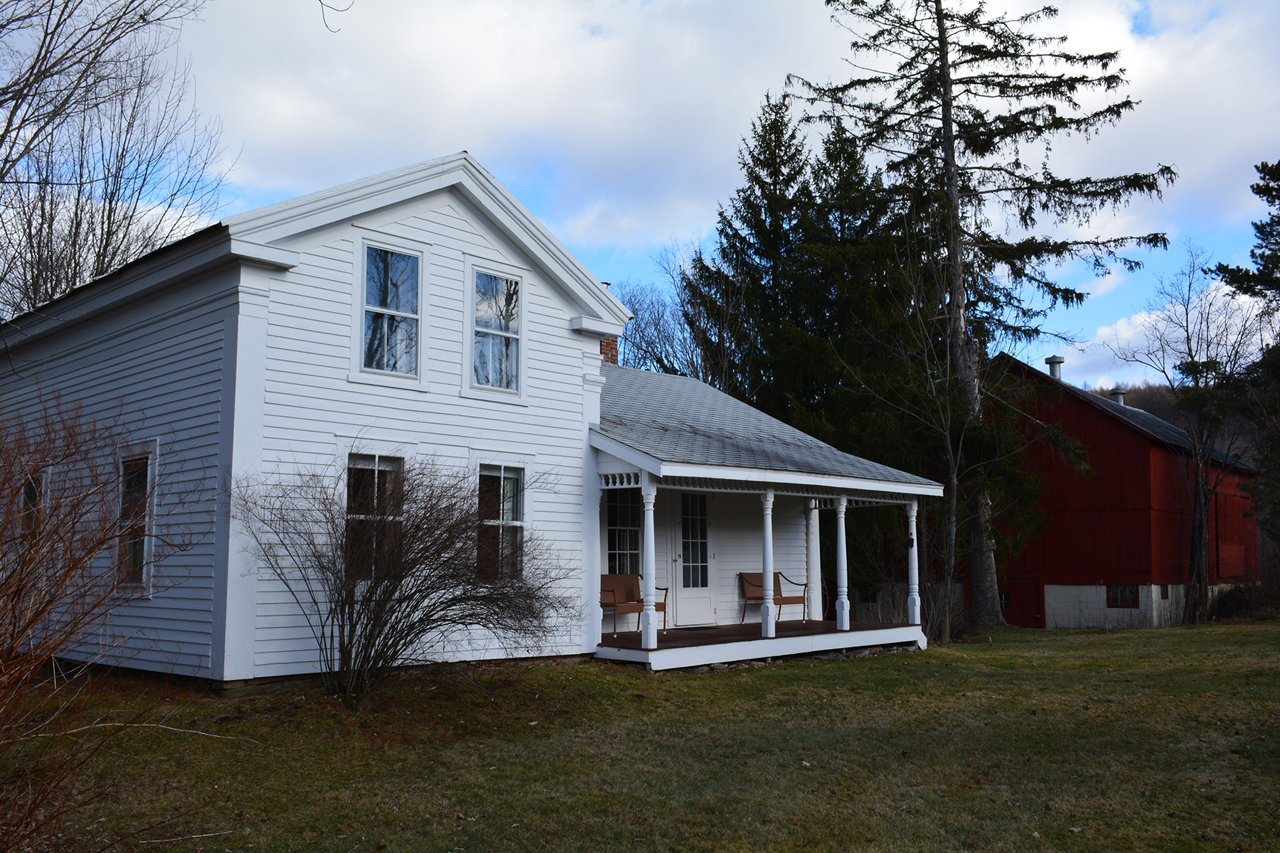 Maison unifamiliale pour l Vente à Classic Farmhouse with Subdividable Land 6774 Cr23walton-sidney Rd Sidney Center, New York 13839 États-Unis