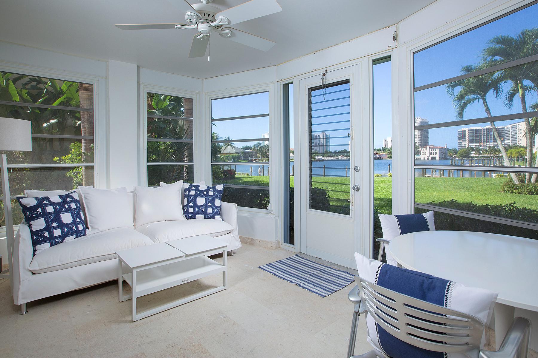 Condomínio para Venda às PARK SHORE - COLONY GARDENS 400 Park Shore Dr Unit 100 Naples, Florida, 34103 Estados Unidos