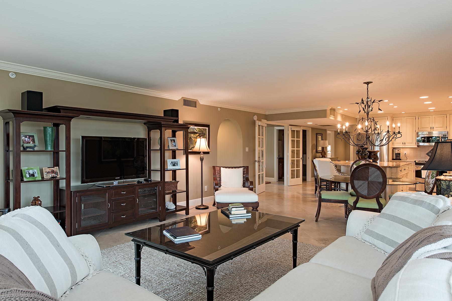 Eigentumswohnung für Verkauf beim Pelican Bay 6040 Pelican Bay Blvd D-405 Naples, Florida 34108 Vereinigte Staaten