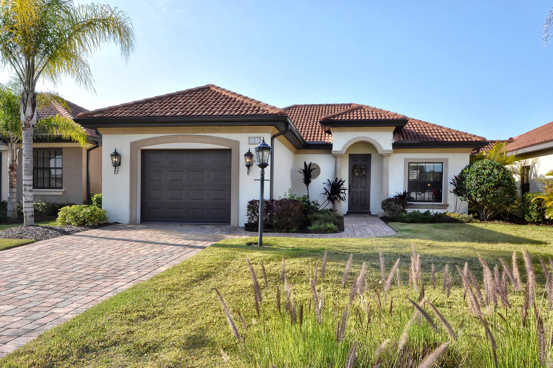 Nhà ở một gia đình vì Bán tại ELLENTON 6151 27th St E Ellenton, Florida 34222 Hoa Kỳ