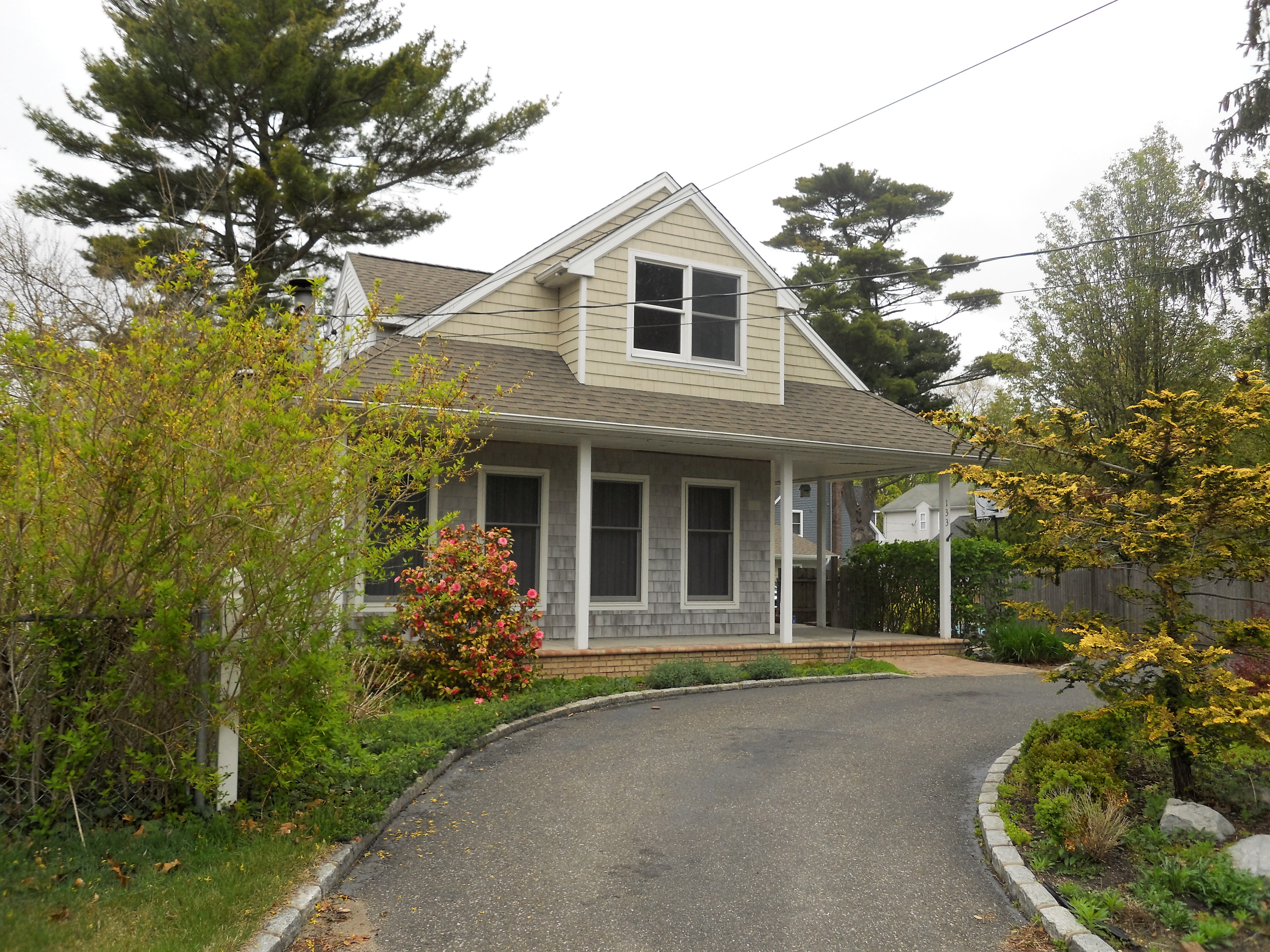 Single Family Home for Sale at Cape 133 Maple St Lake Grove, New York, 11755 United States