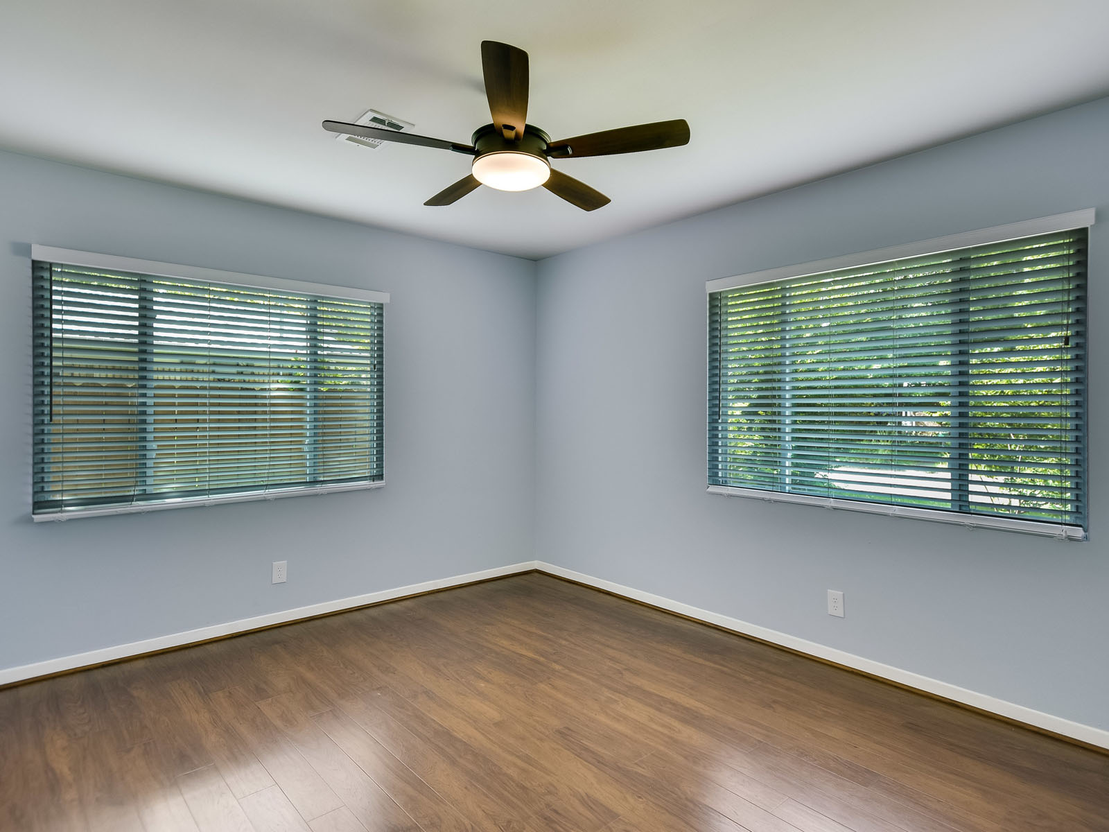 Additional photo for property listing at Recently Remodeled and Conveniently Located 500 Irma Dr Austin, Texas 78752 United States