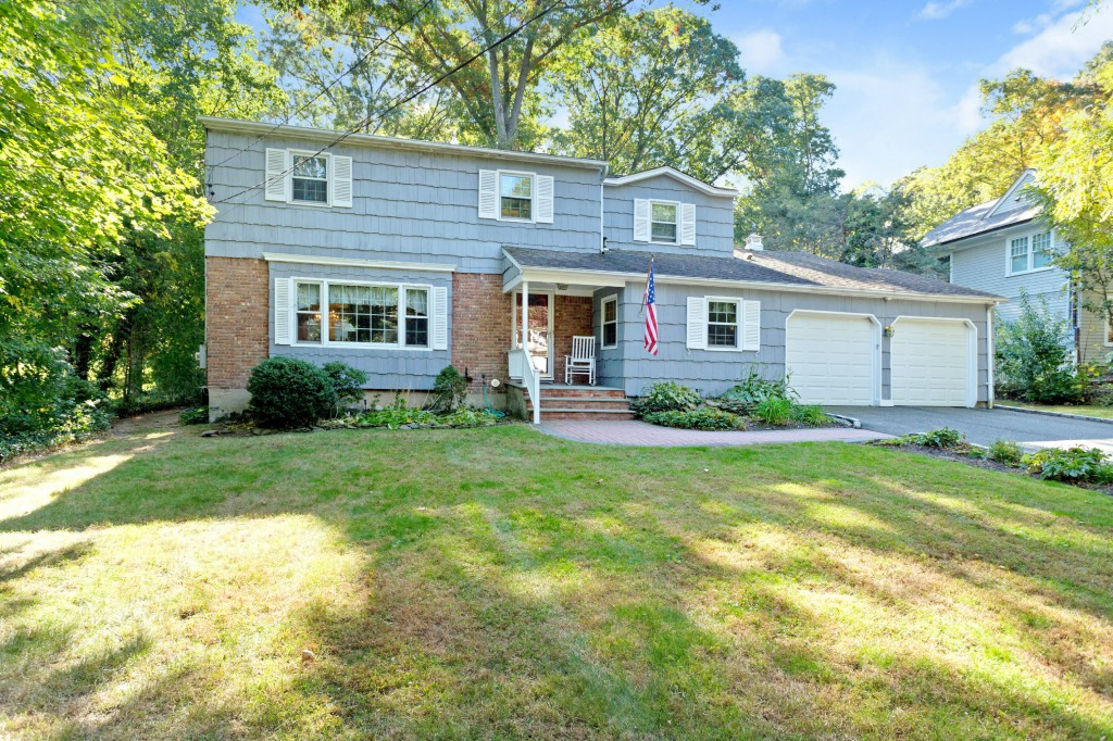 Single Family Home for Sale at Colonial 100 La Rue Dr Huntington, New York 11743 United States
