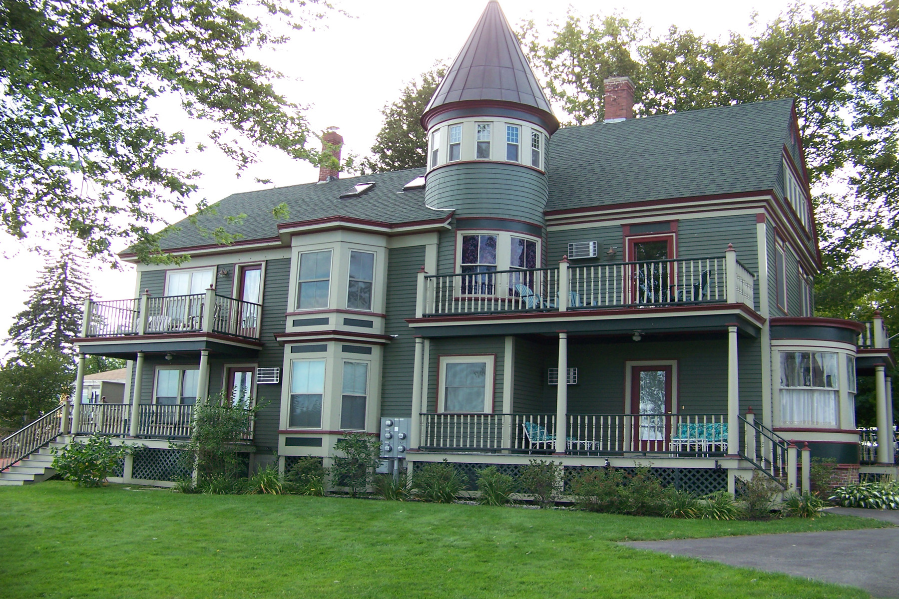 Villa per Vendita alle ore Lady by the Lake 22 North Main St Wolfeboro, New Hampshire 03894 Stati Uniti