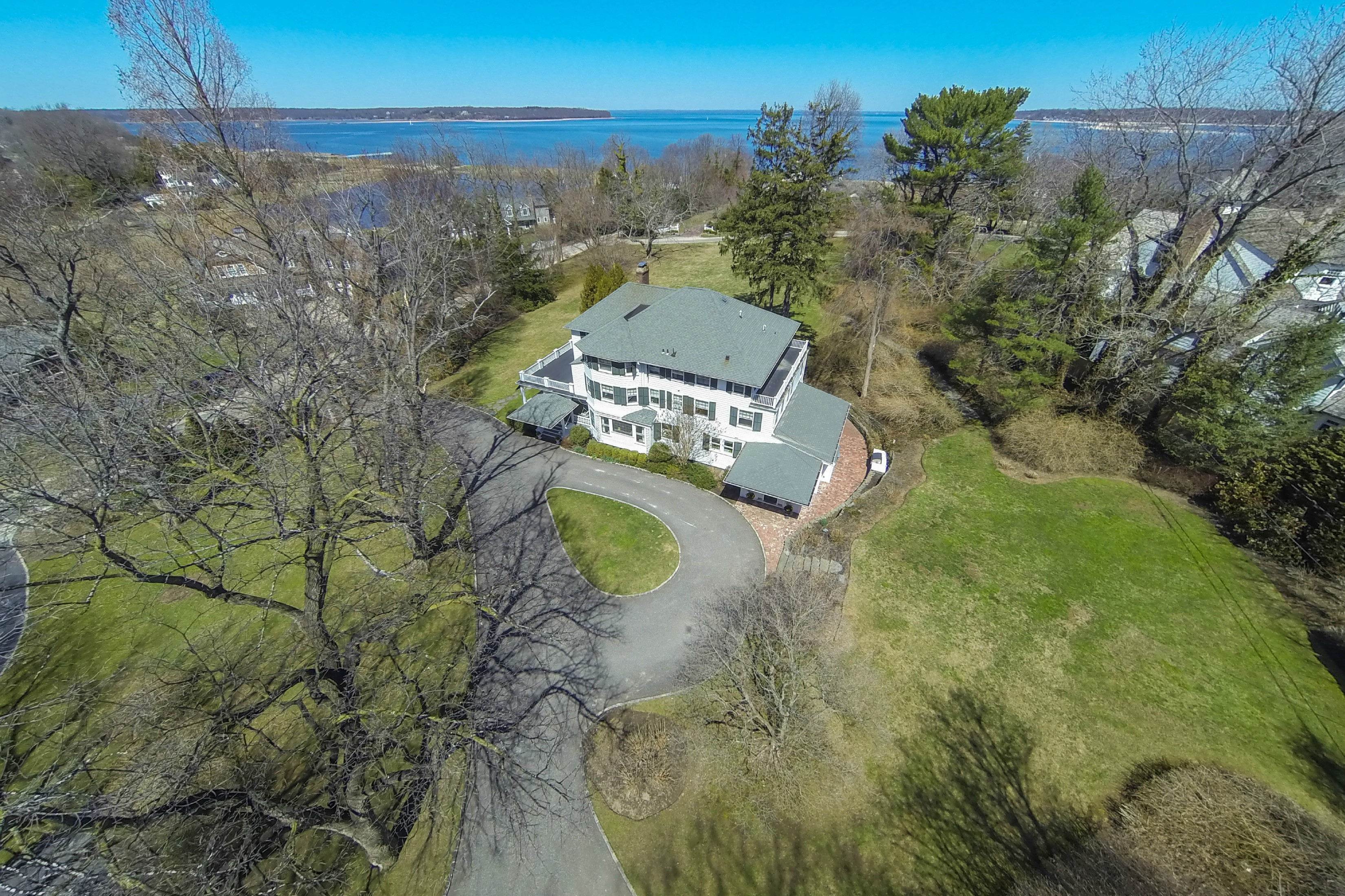 Nhà ở một gia đình vì Bán tại Colonial 290 Vineyard Rd Huntington Bay, New York 11743 Hoa Kỳ
